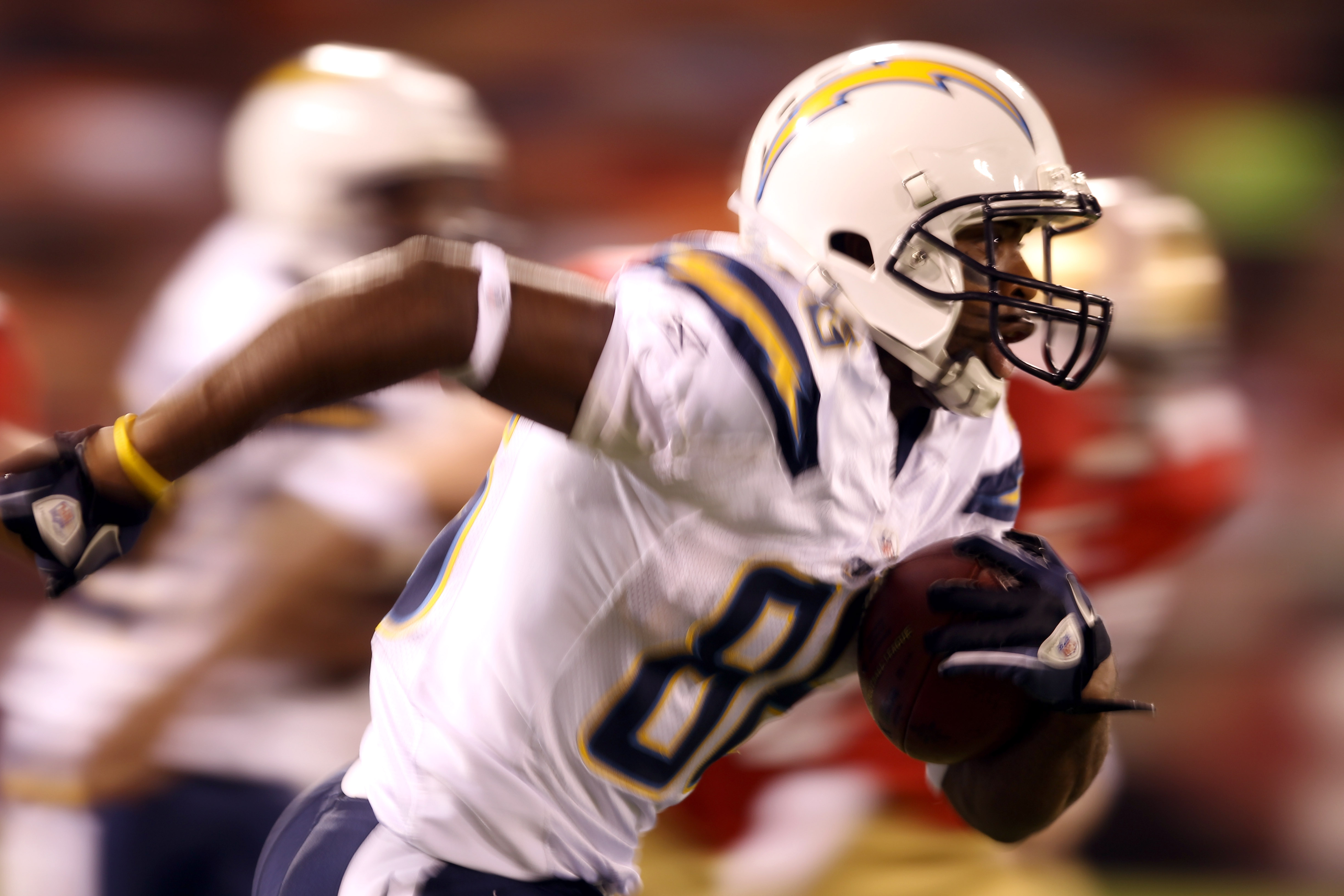 SAN FRANCISCO - SEPTEMBER 02:  Jeremy Williams #86 of the San Diego Chargers runs with the ball on his way to scoring a touchdown during their game against the San Francisco 49ers at Candlestick Park  on September 2, 2010 in San Francisco, California.  (P