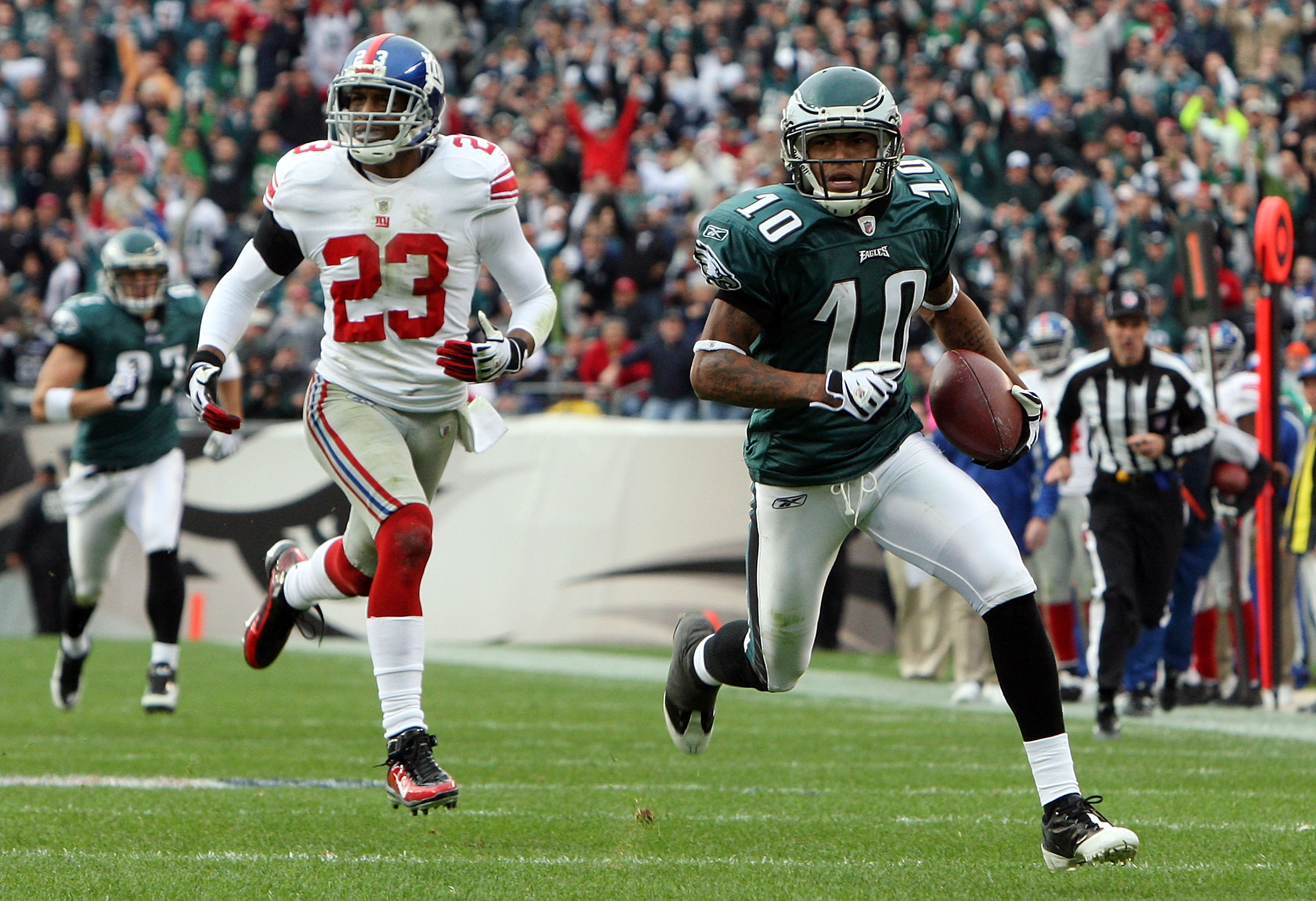 PHILADELPHIA - NOVEMBER 01:  DeSean Jackson #10 of the Philadelphia Eagles carries a reception for a second quarter touchdown past Corey Webster #23 of the New York Giants on November 1, 2009 at Lincoln Financial Field in Philadelphia, Pennsylvania.  (Pho
