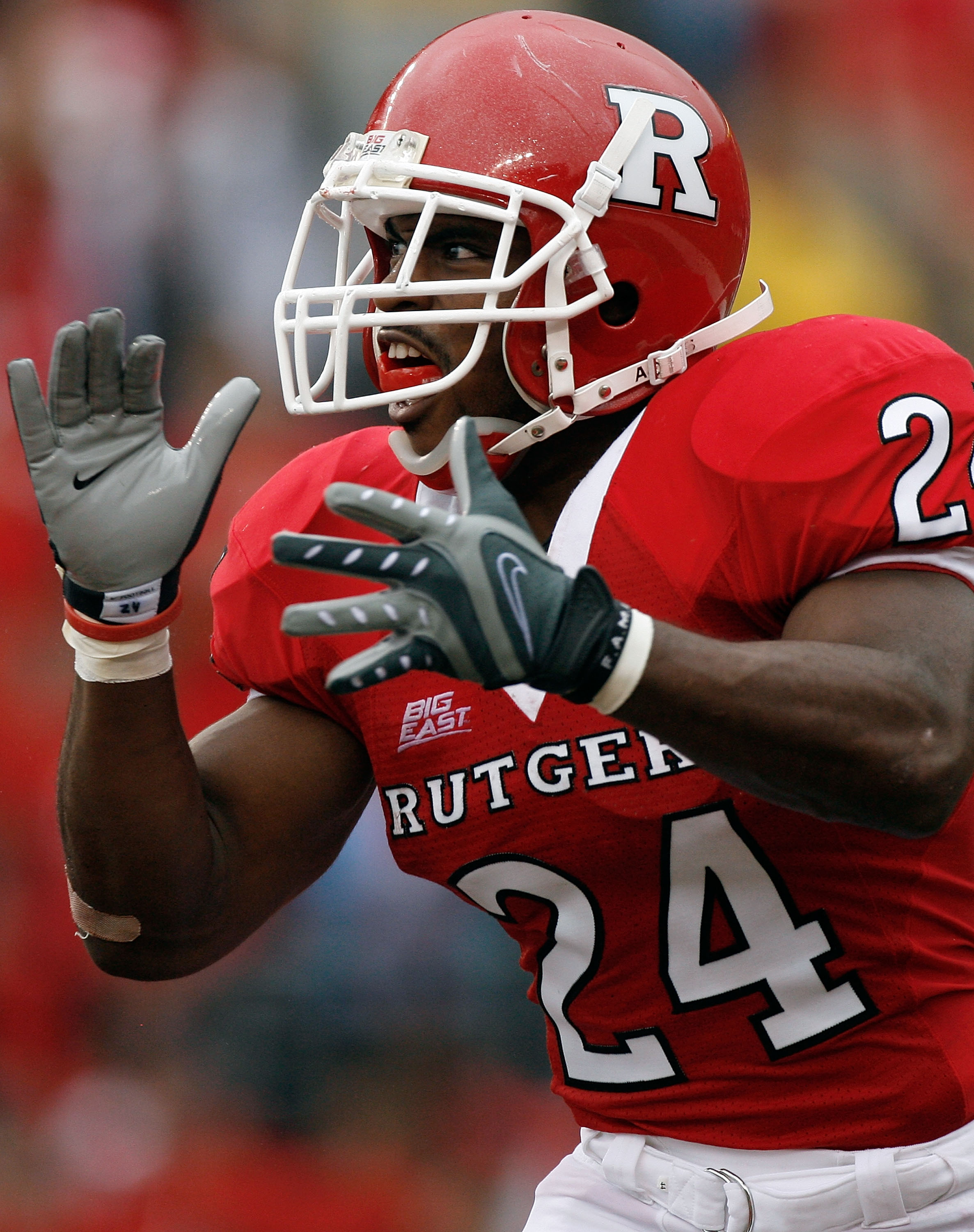 PISCATAWAY, NJ - SEPTEMBER 27: Running back Mason Robinson #24 of the Rutgers Scarlet Knights celebrates a touchdown against the Morgan State Bears during the first quarter at Rutgers Stadium on September 27, 2008 in Piscataway, New Jersey.  (Photo by Jar
