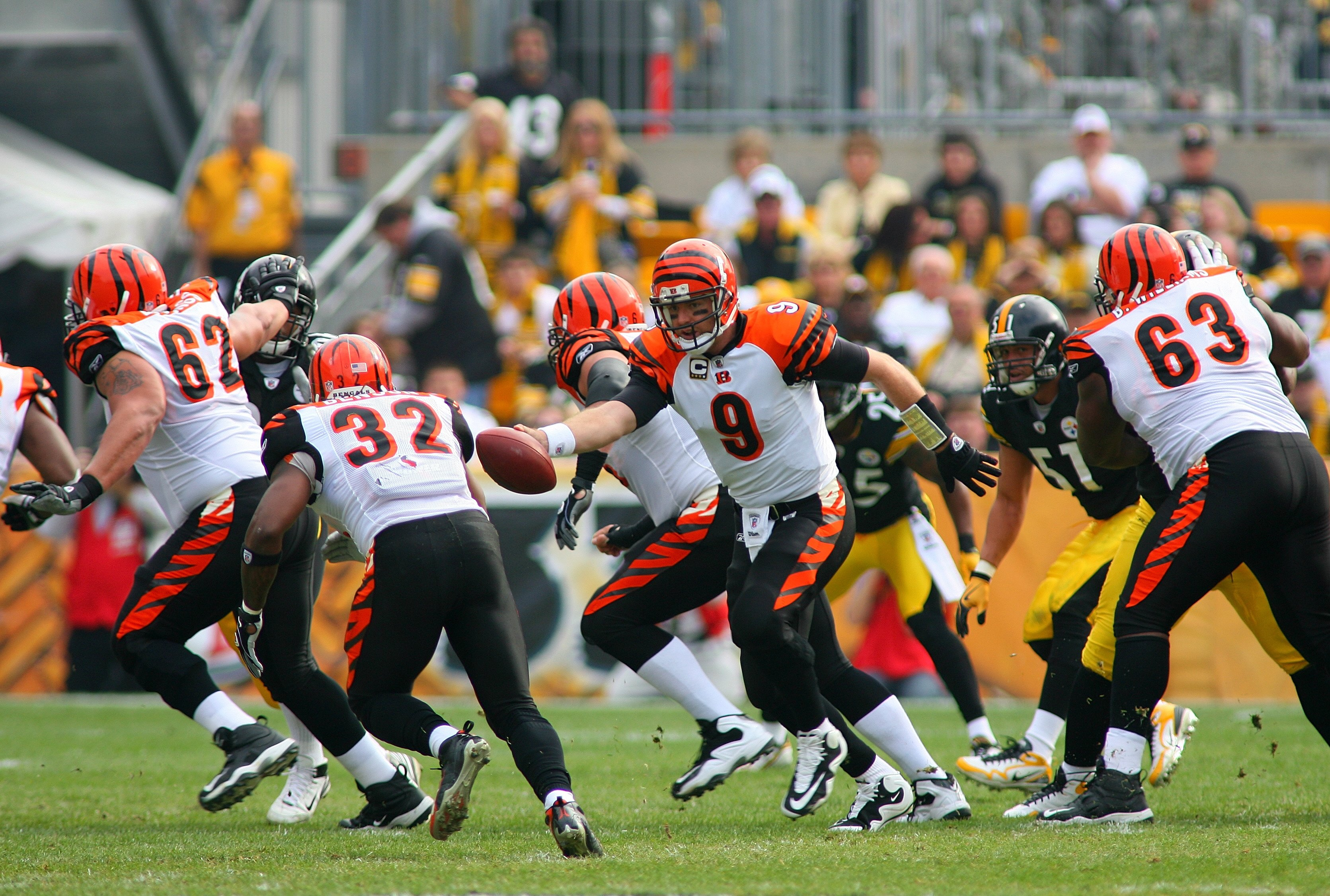 PITTSBURGH - NOVEMBER 15:  Quarterback Carson Palmer #9 of the Cincinnati Bengals looks to hand off the ball during their game against the Pittsburgh Steelers at Heinz Field on November 15, 2009 in Pittsburgh, Pennsylvania. The Bengals defeated the Steele