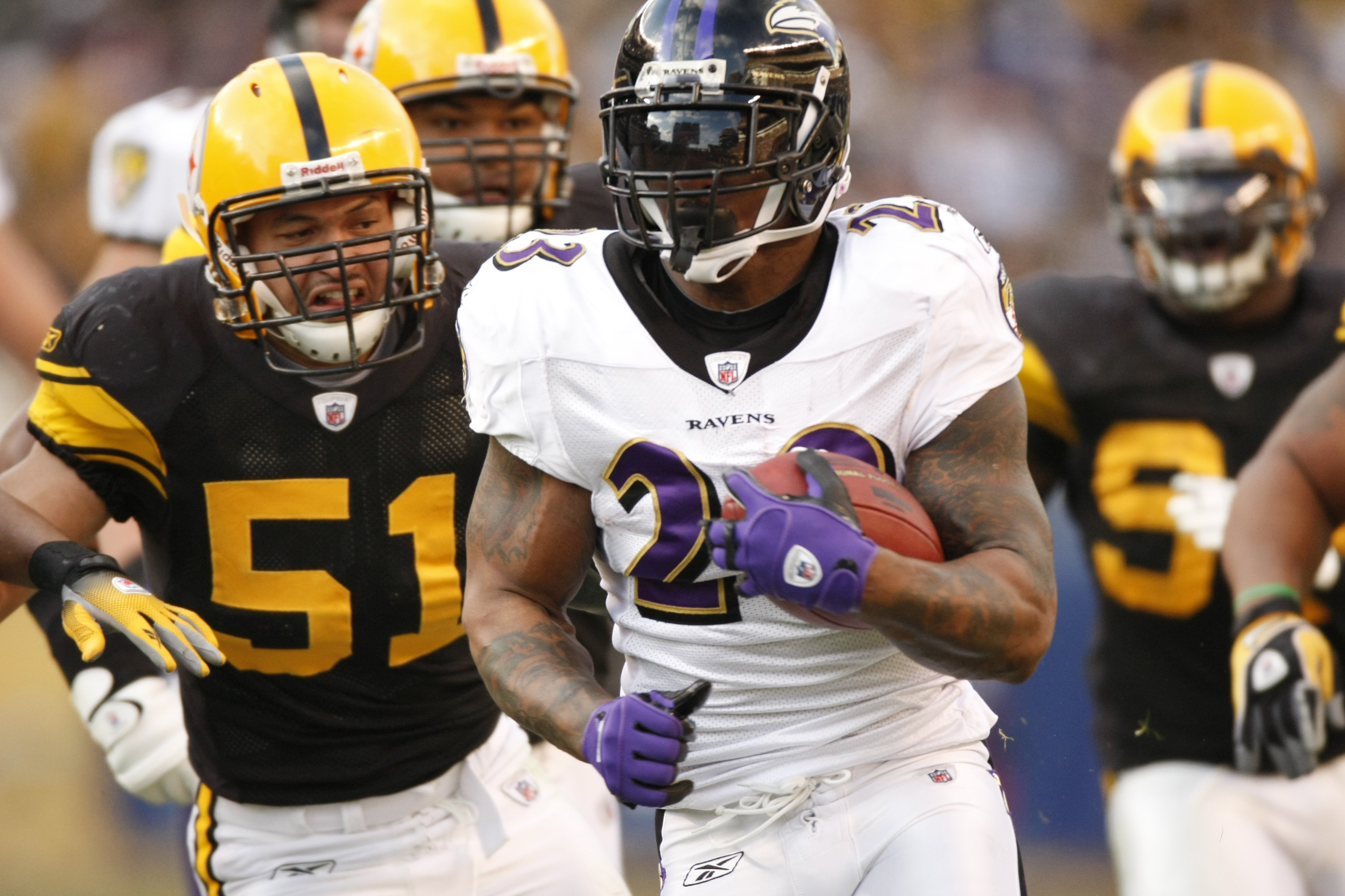 PITTSBURGH - DECEMBER 27:  Willis McGahee #23 of the Baltimore Ravens carries the ball against James Farrior #51 of the Pittsburgh Steelers on December 27, 2009 at Heinz Field in Pittsburgh, Pennsylvania. (Photo by Gregory Shamus/Getty Images)