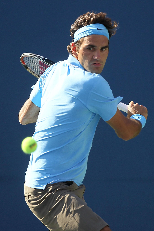 NEW YORK - SEPTEMBER 04:  Roger Federer of Switzerland returns a shot against Paul-Henri Mathieu of France during the men's singles match on day six of the 2010 U.S. Open at the USTA Billie Jean King National Tennis Center on September 4, 2010 in the Flus