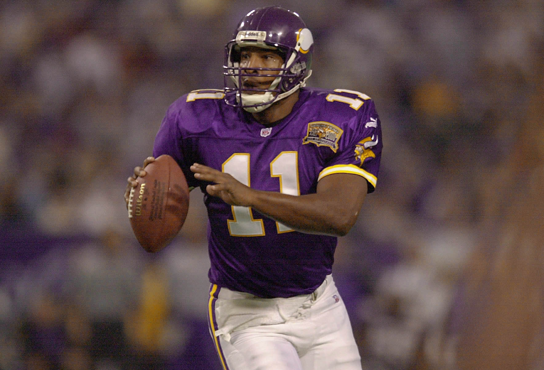 22 Oct 2000:  Daunte Culpepper #11 of the Minnesota Vikings runs with the ball as he looks to pass for a touchdown against the Buffalo Bills at the Hubert H. Humphrey Metrodome in Minneapolis, Minnesota. The Vikings won 31-27. DIGITAL CAMERA IMAGE. Mandat
