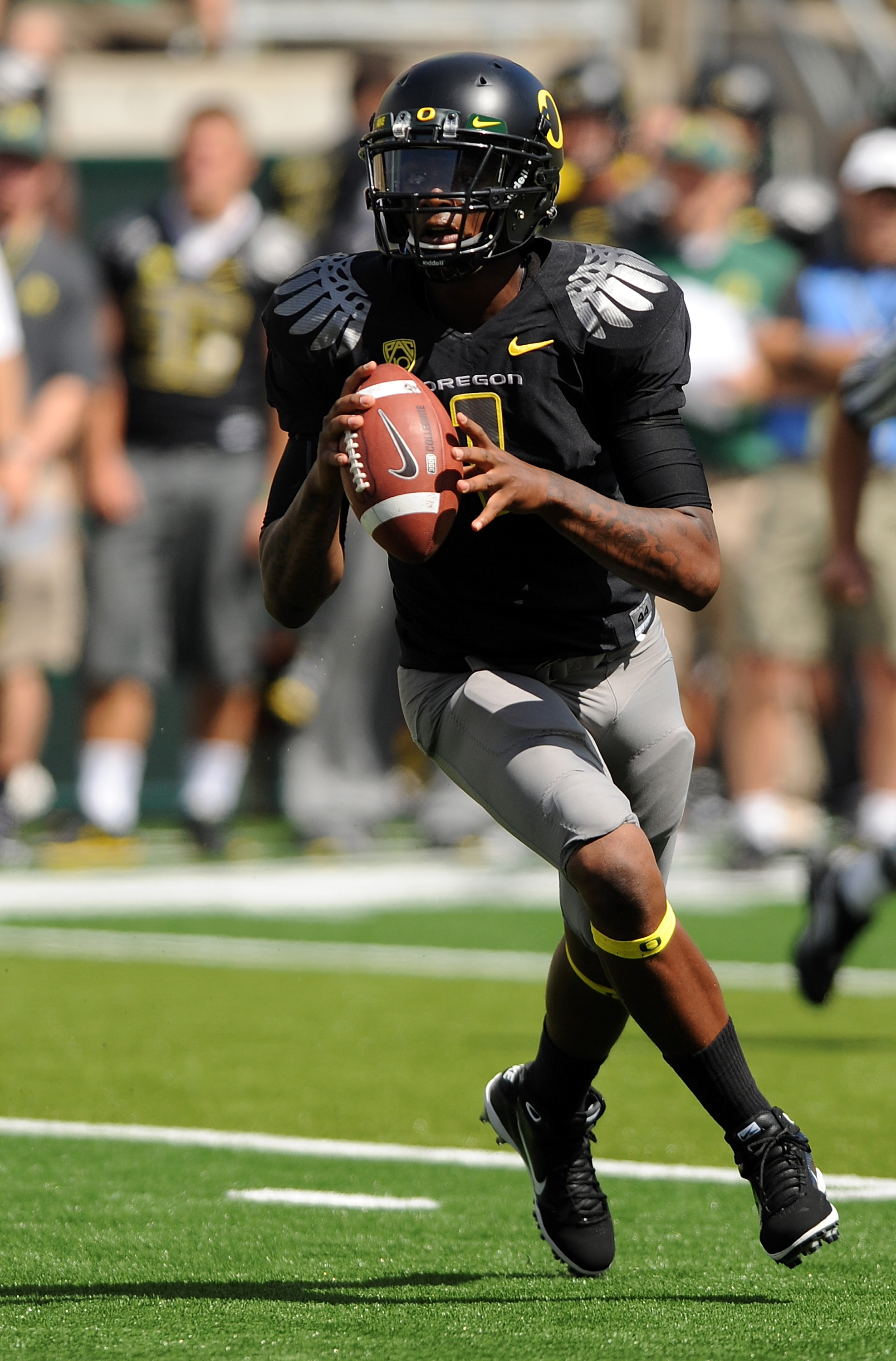 EUGENE, OR - SEPTEMBER 04: Quarterback Darron Thomas #1 of the Oregon Ducks rolls out to pass in the first quarter of the game against the New Mexico Lobos at Autzen Stadium on September 4, 2010 in Eugene, Oregon.  (Photo by Steve Dykes/Getty Images)