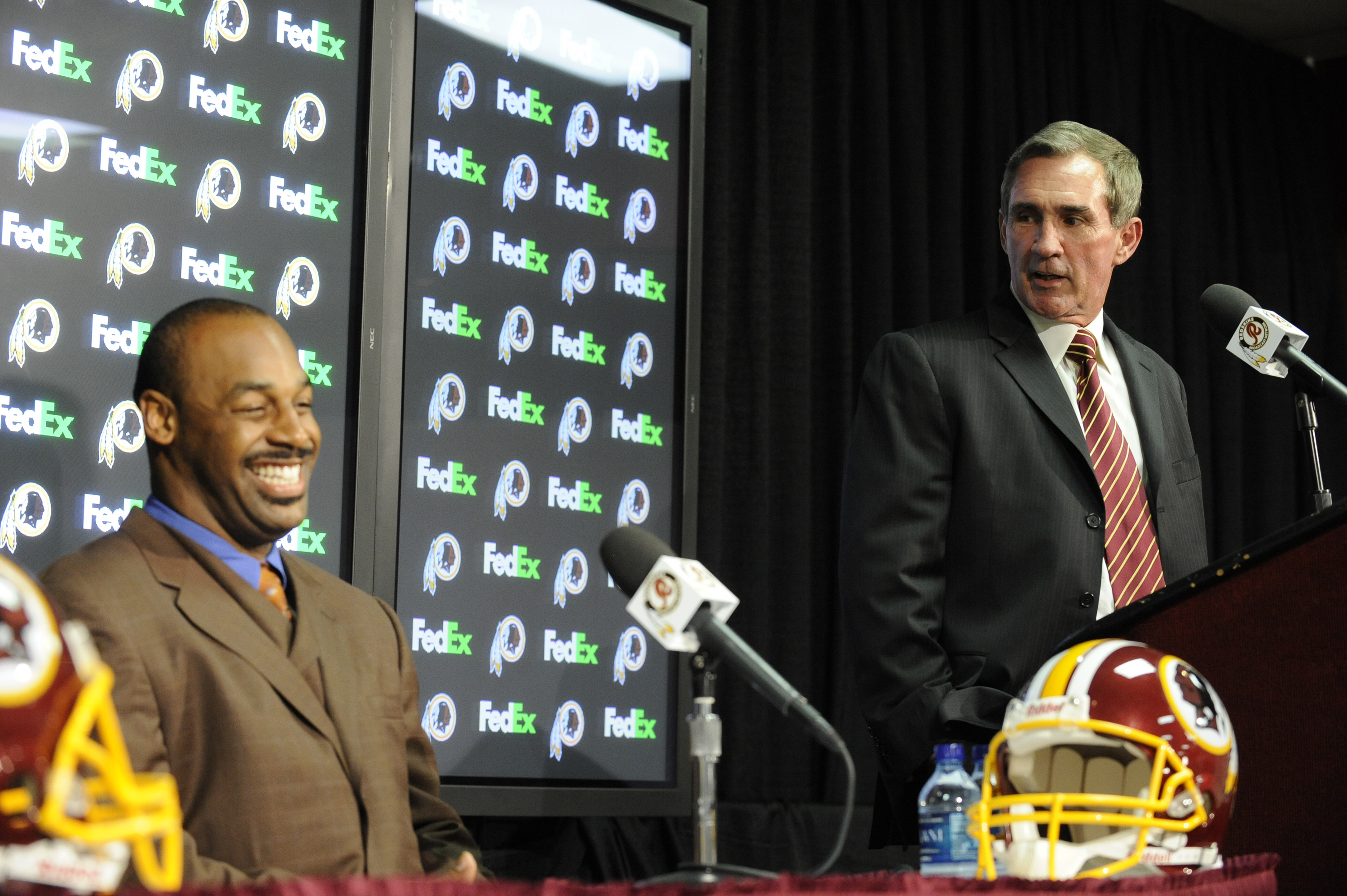 ASHURN, VA - APRIL 6:  Mike Shanahan, head coach Washington Redskins, introduces Donovan McNabb to the media on April 6, 2010 at Redskin Park in Ashburn, Virginia.  (Photo by Mitchell Layton/Getty Images)