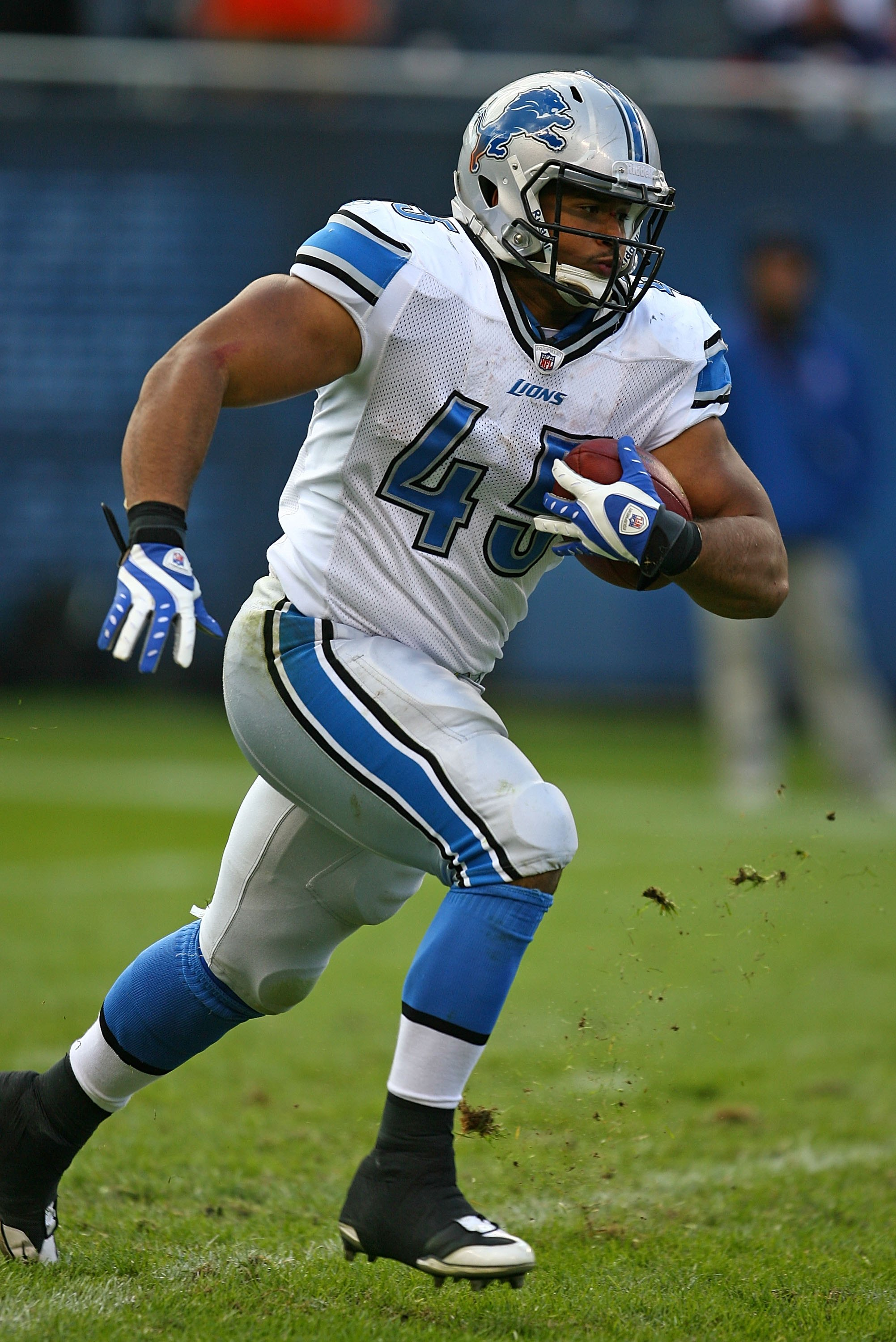 CHICAGO - OCTOBER 04: Jerome Felton #45 of the Detroit Lions runs with the ball against the Chicago Bears on October 4, 2009 at Soldier Field in Chicago, Illinois. The Bears defeated the Lions 48-24. (Photo by Jonathan Daniel/Getty Images)