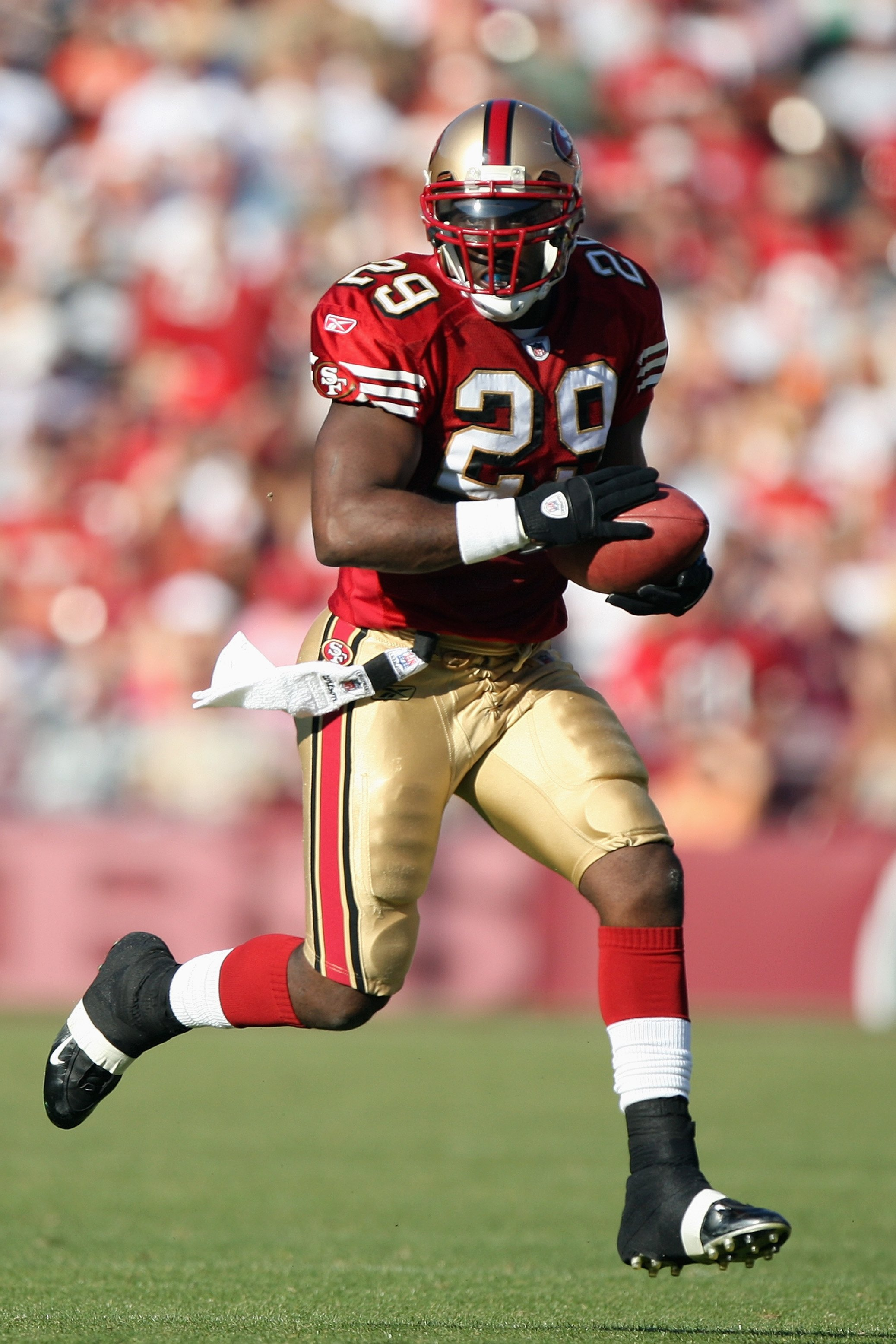 SAN FRANCISCO - NOVEMBER 16:  DeShaun Foster #29 of the San Francisco 49ers carries the ball during the game against the St. Louis Rams on November 16, 2008 at Candlestick Park in San Francisco, California. (Photo by Jed Jacobsohn/Getty Images)