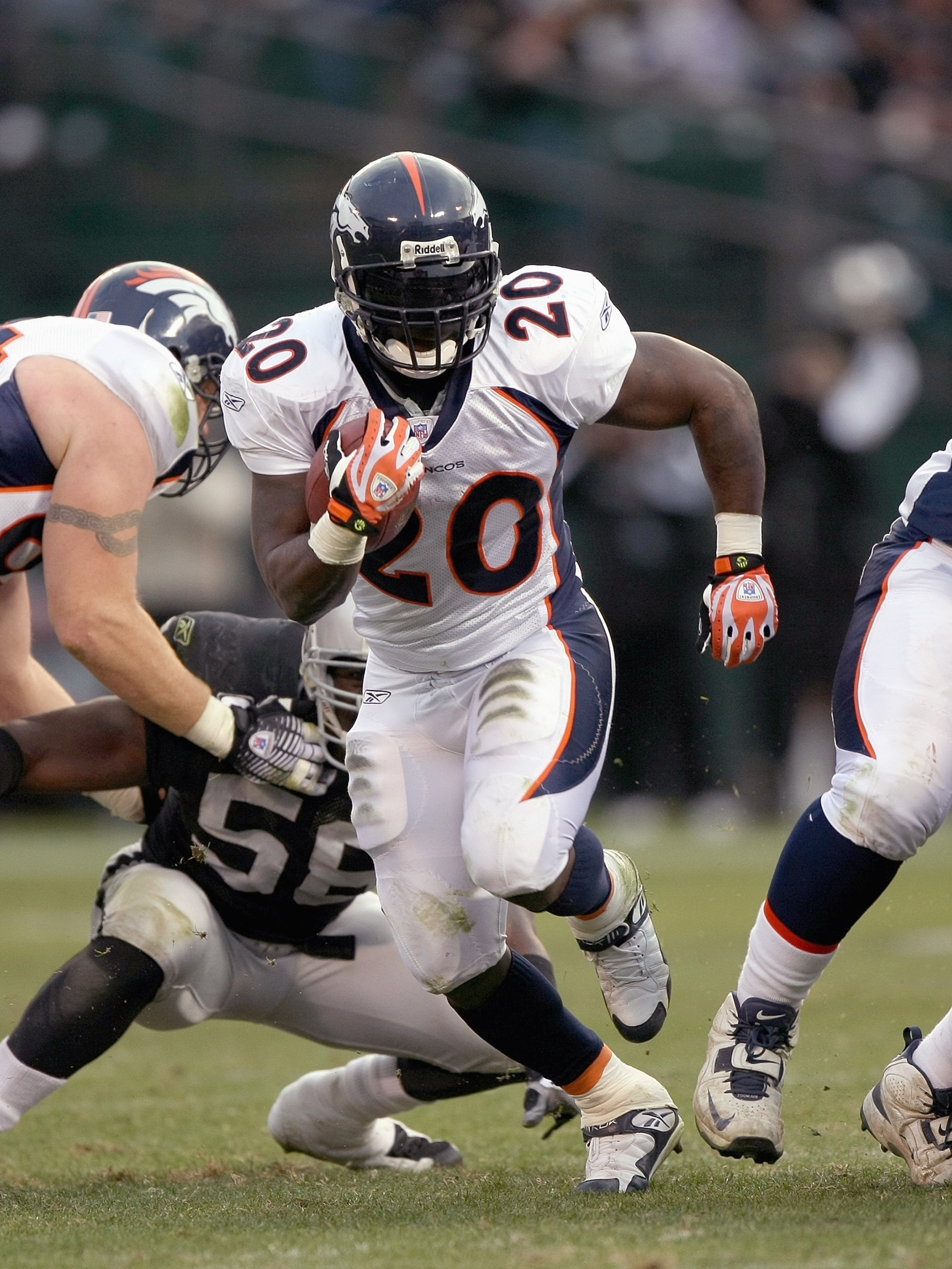 OAKLAND, CA - DECEMBER 2: Travis Henry #20 of the Denver Broncos carries the ball during the NFL game against the Oakland Raiders on December 2, 2007 at McAfee Coliseum in Oakland, California. (Photo by Jed Jacobsohn/Getty Images)