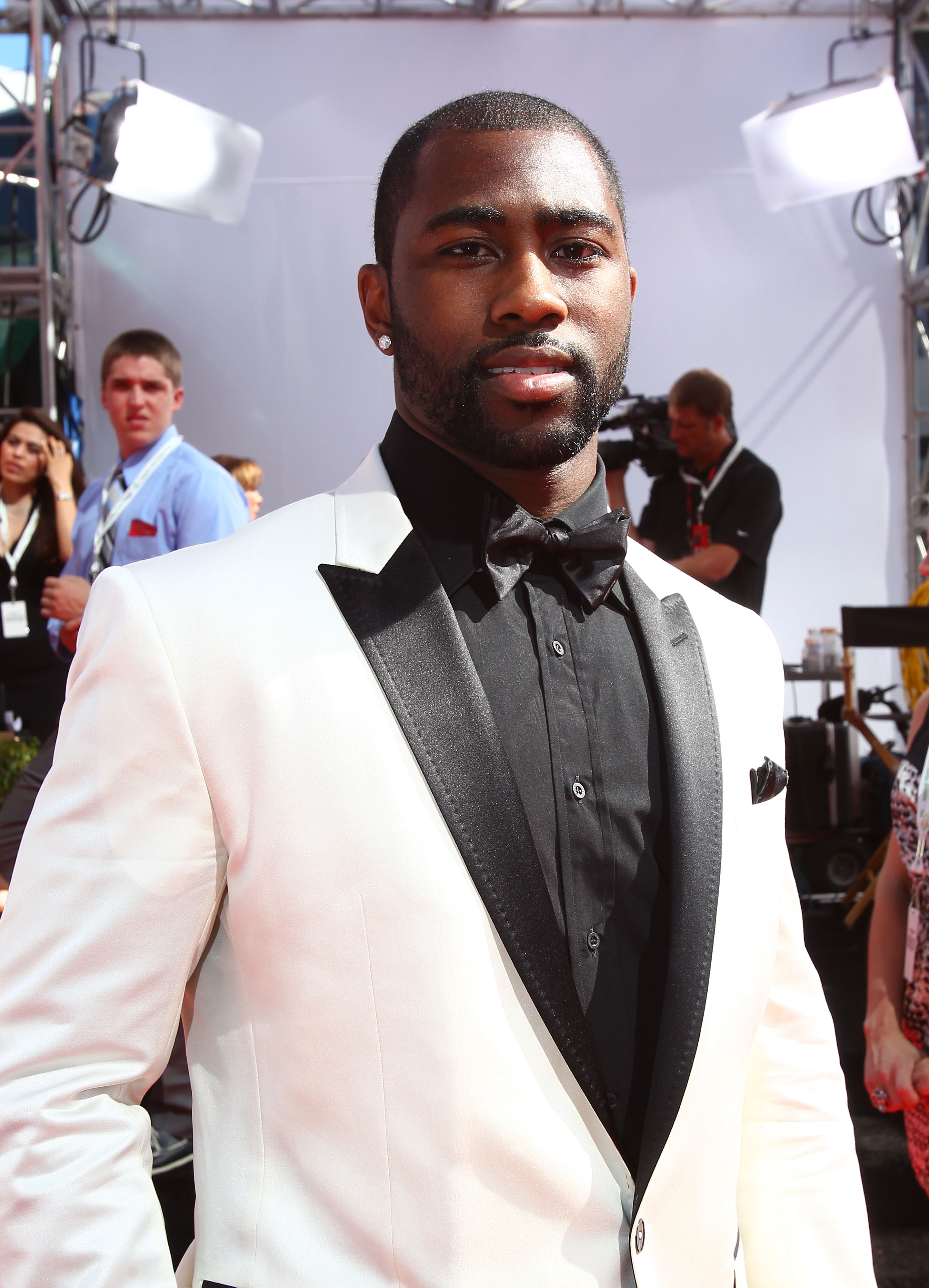 LOS ANGELES, CA - JULY 14:  NFL defensive back  back Darrelle Revis arrives at the 2010 ESPY Awards at Nokia Theatre L.A. Live on July 14, 2010 in Los Angeles, California.  (Photo by Alexandra Wyman/Getty Images for ESPY)