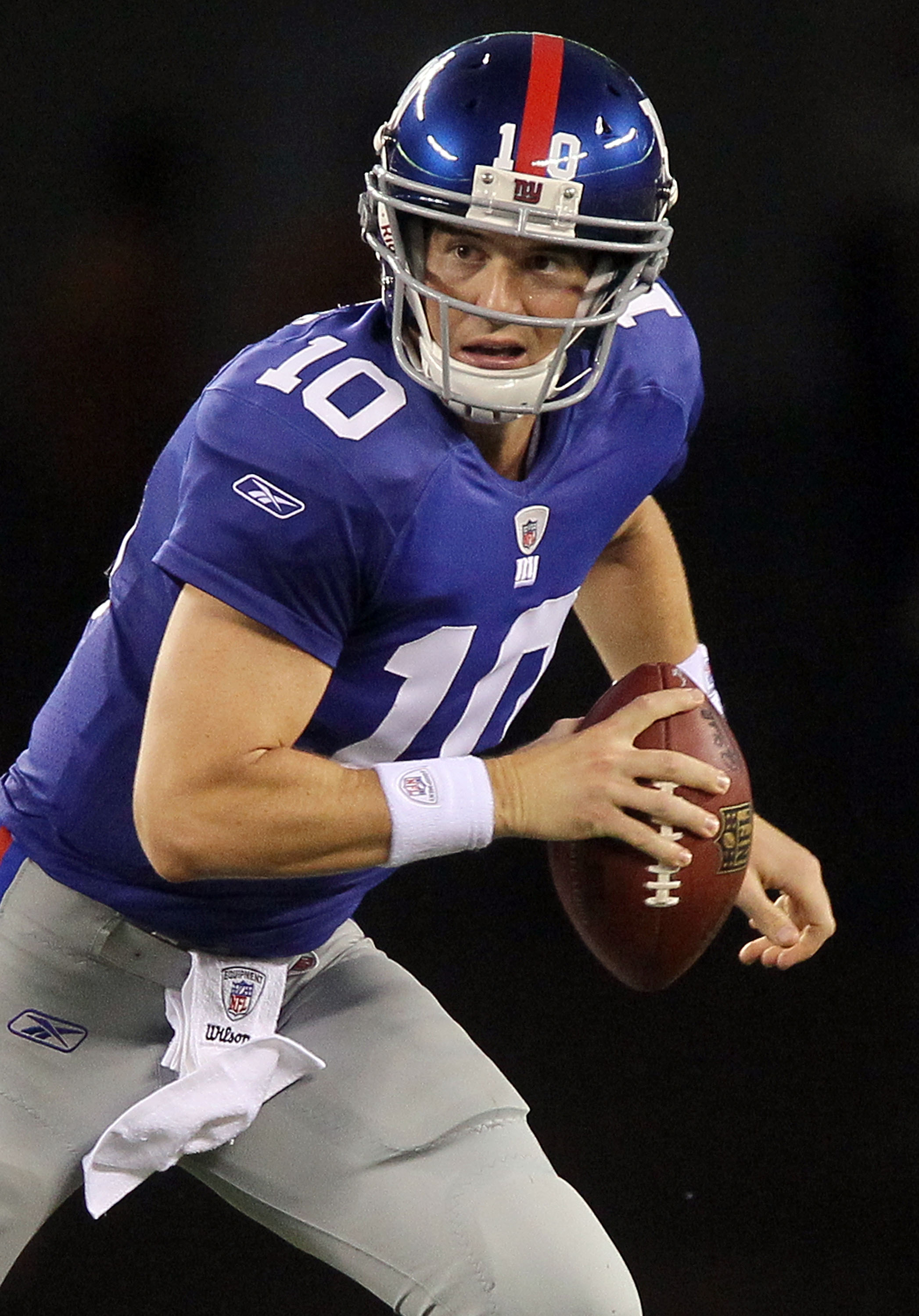 EAST RUTHERFORD, NJ - SEPTEMBER 02:  Eli Manning #10 of the New York Giants looks to pass against the New England Patriots on September 2, 2010 at the New Meadowlands Stadium in East Rutherford, New Jersey.  (Photo by Jim McIsaac/Getty Images)