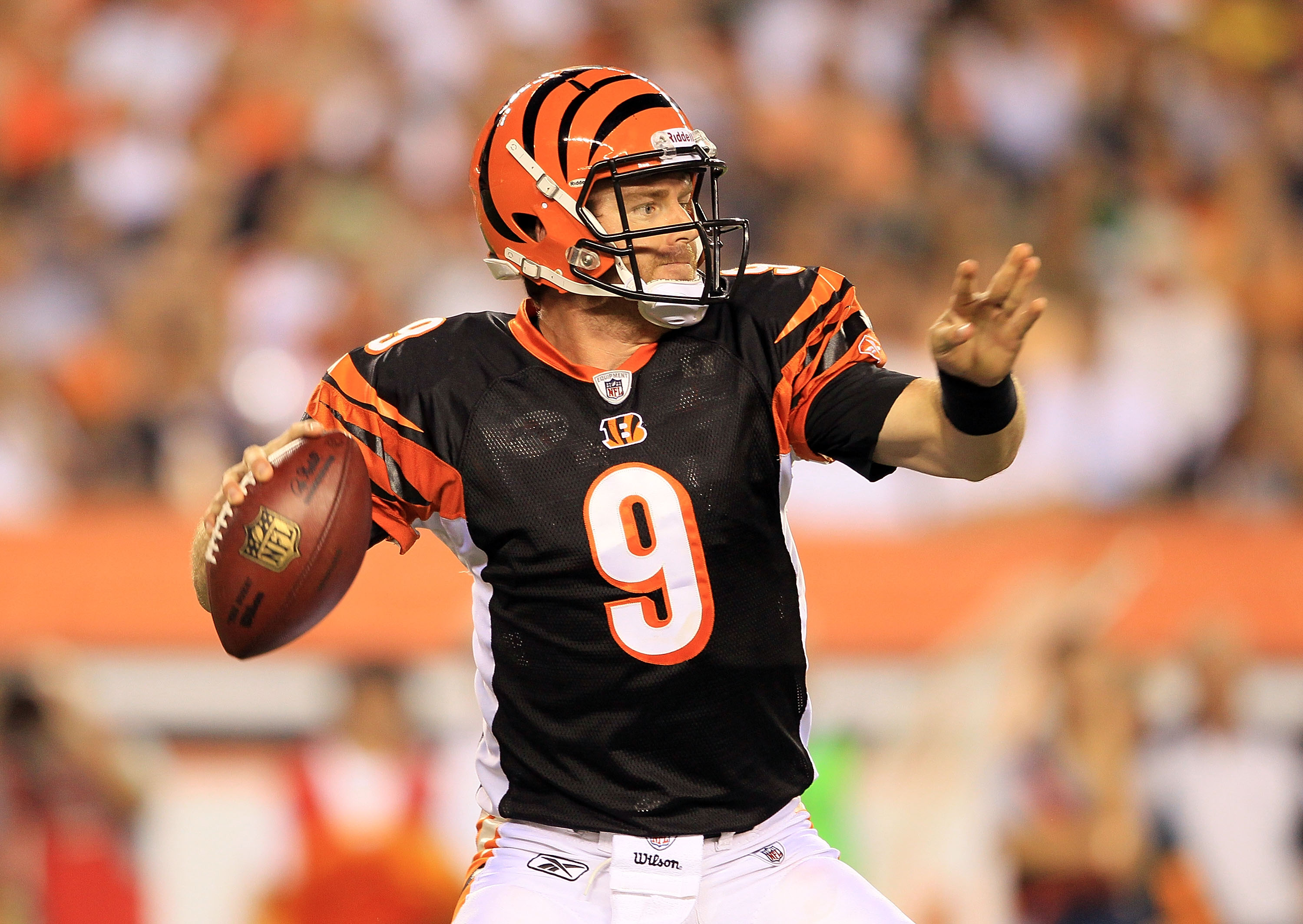 CINCINNATI - AUGUST 20:  Carson Palmer #9 of the Cincinnati Bengals throws a pass during the NFL preseason game against the Philadelphia Eagles at Paul Brown Stadium on August 20, 2010 in Cincinnati, Ohio.  (Photo by Andy Lyons/Getty Images)