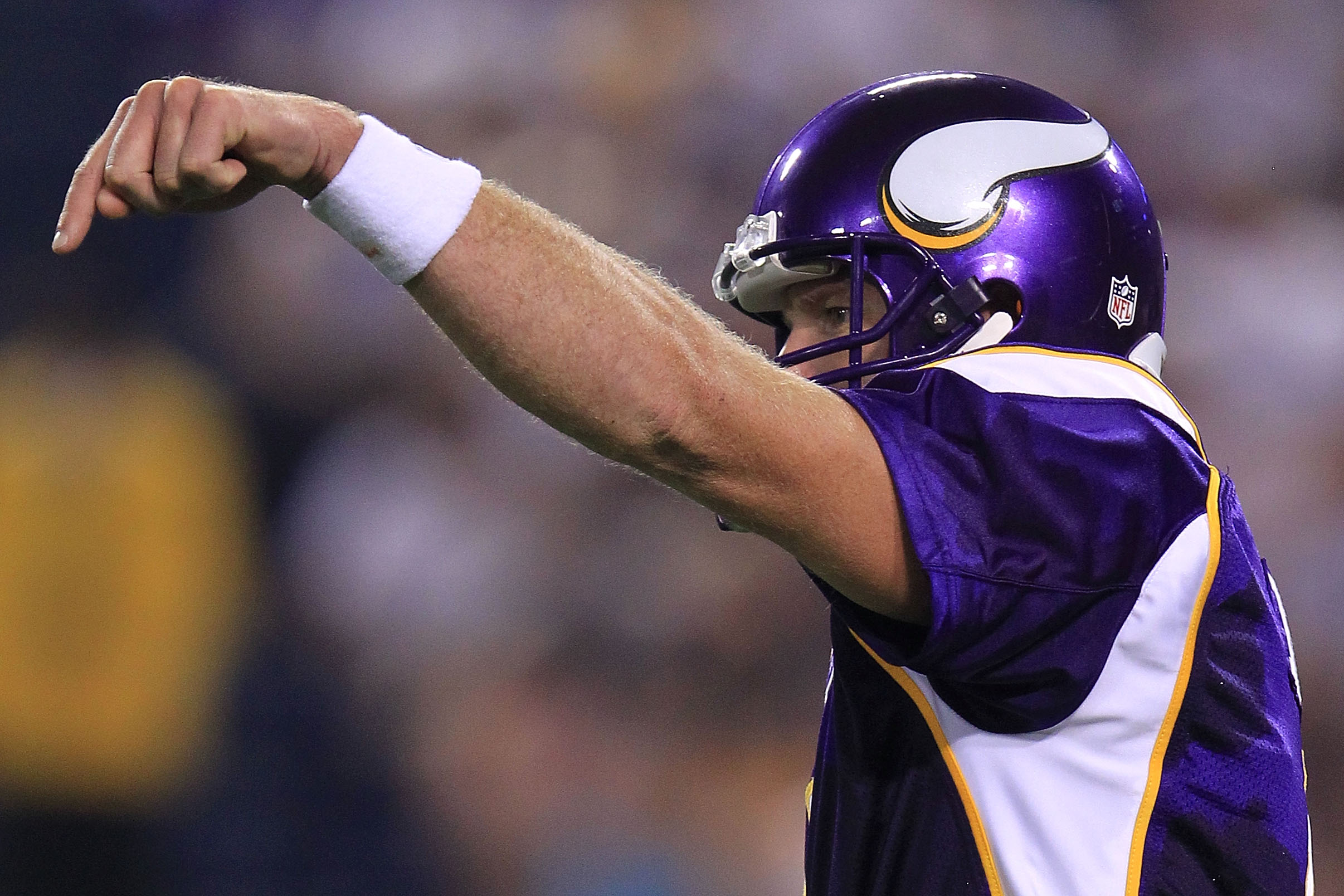 MINNEAPOLIS - AUGUST 28:  Brett Favre #4 of the Minnesota Vikings gives instructions against the Seattle Seahawks during a preseason NFL game at Mall of America Field at the Hubert H. Humphrey Metrodome on August 28, 2010  in Minneapolis, Minnesota.  (Pho