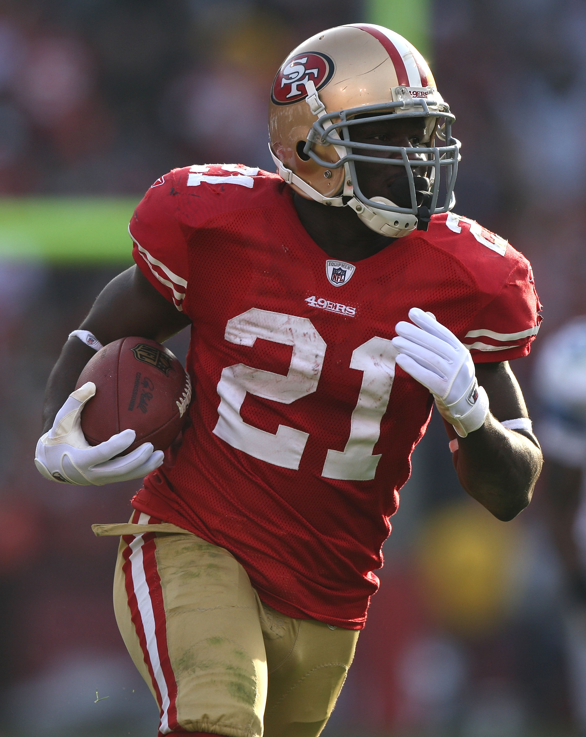 SAN FRANCISCO - DECEMBER 27:  Frank Gore #21 of the San Francisco 49ers runs against the Detroit Lions during an NFL game at Candlestick Park on December 27, 2009 in San Francisco, California.  (Photo by Jed Jacobsohn/Getty Images)