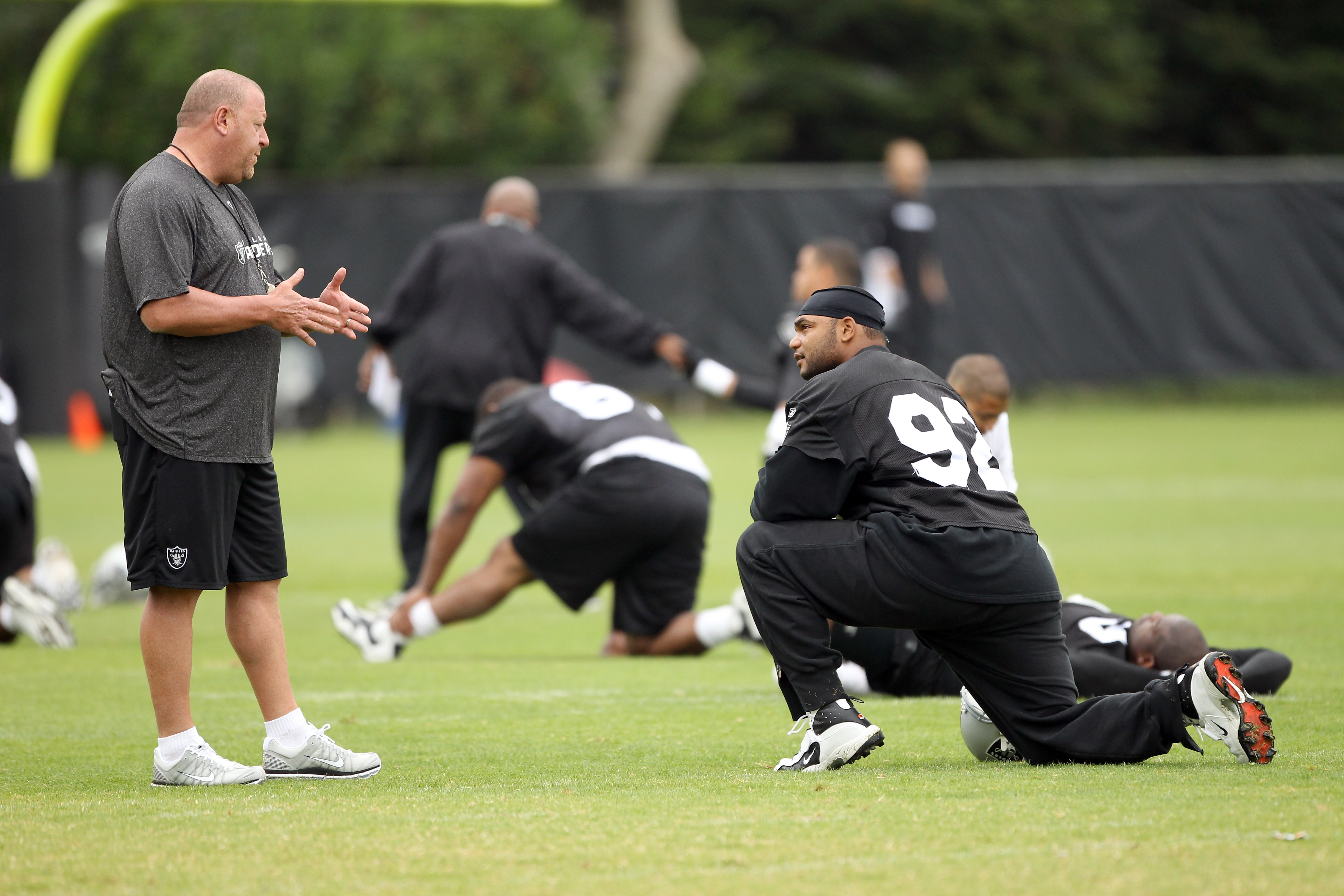 NAPA, CA - AUGUST 01:  Head coach Tom Cable of the Oakland Raiders talks to Richard Seymour #92 during the Raiders training camp at their Napa Valley Training Complex on August 1, 2010 in Napa, California.  (Photo by Ezra Shaw/Getty Images)
