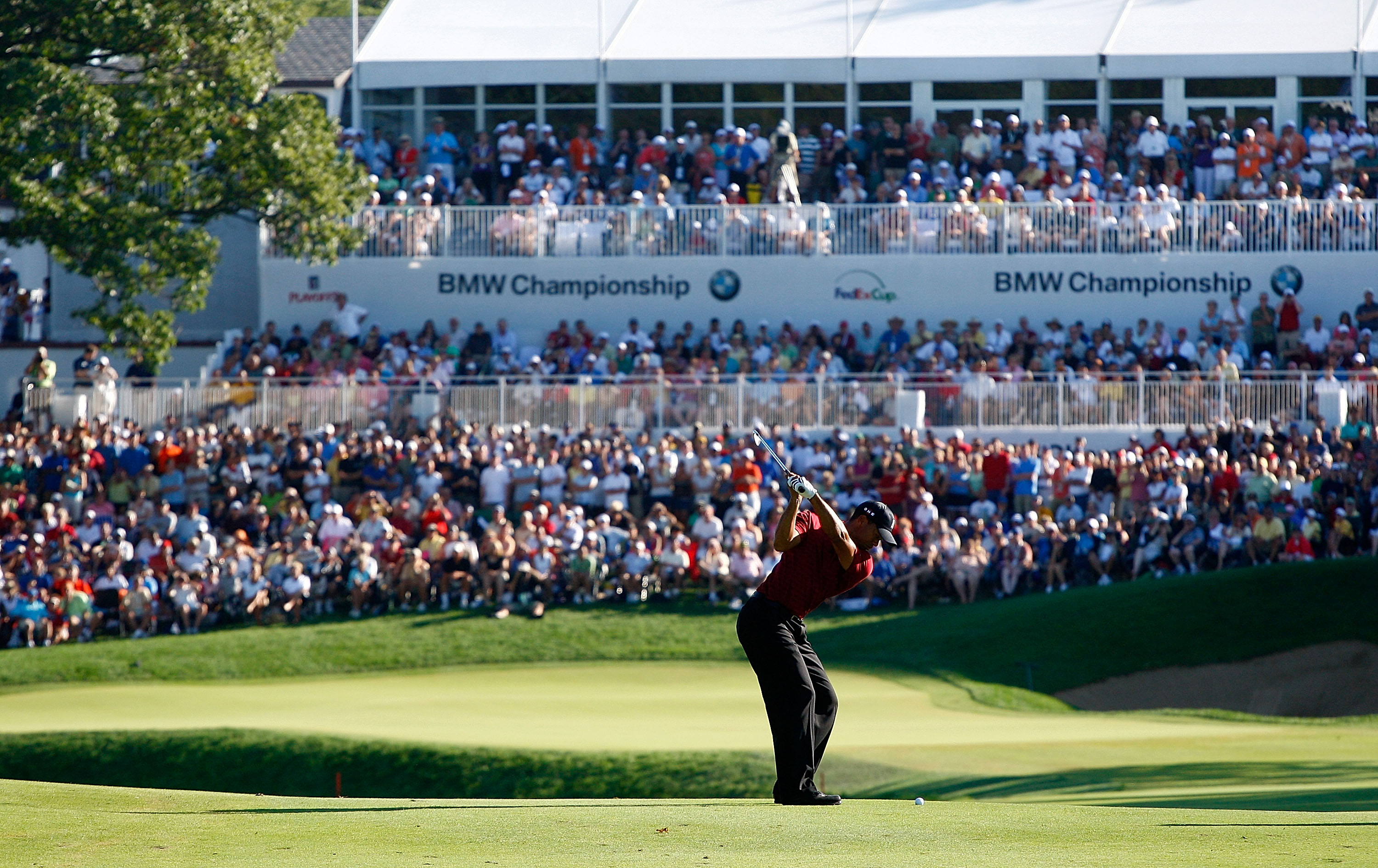 LEMONT, IL - SEPTEMBER 13:  Tiger Woods hits his approach shot to the 18th green during the final round of the BMW Championship held at Cog Hill Golf & CC on September 13, 2009 in Lemont, Illinois.  (Photo by Scott Halleran/Getty Images)