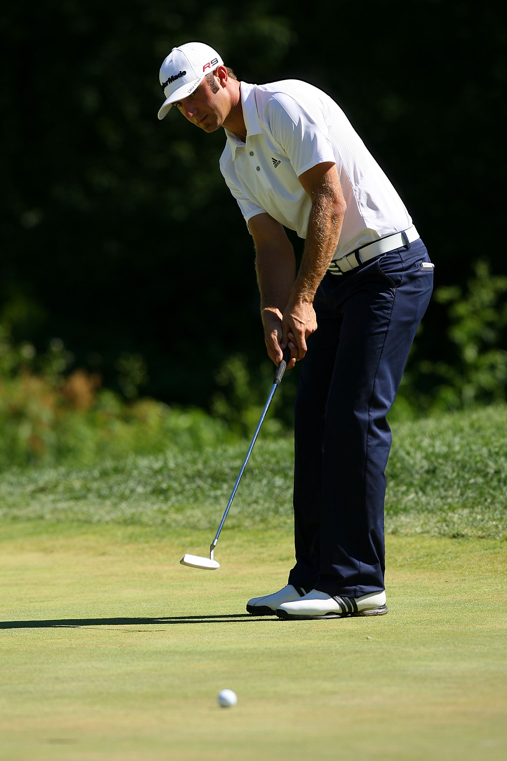 PARAMUS, NJ - AUGUST 29:  Dustin Johnson attempts a putt on the fourth hole green during the final round of The Barclays at the Ridgewood Country Club on August 29, 2010 in Paramus, New Jersey.  (Photo by Hunter Martin/Getty Images)