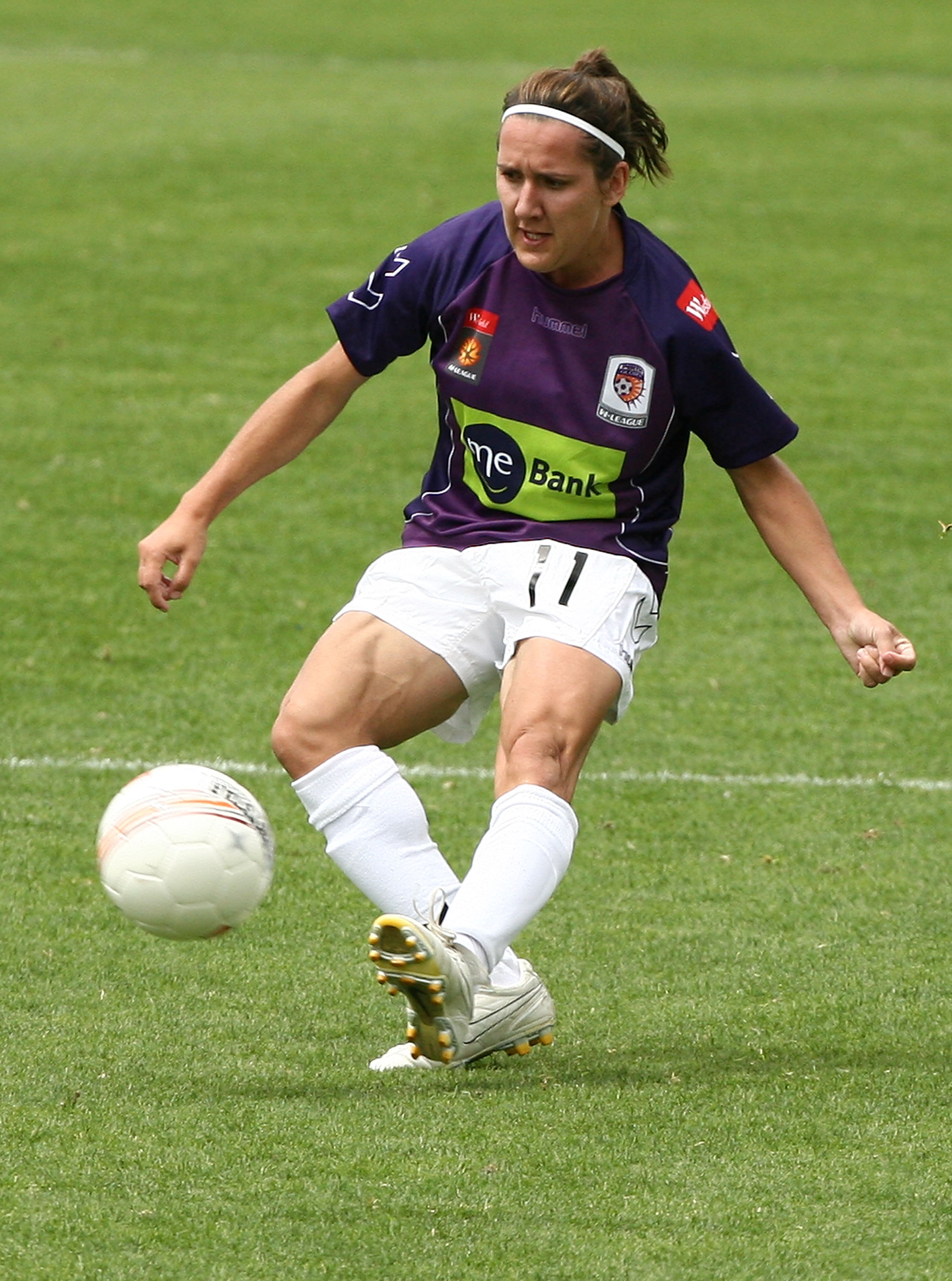 PERTH, AUSTRALIA - OCTOBER 10:  Lisa De Vanna of the Glory passes the ball during the round two W-League match between the Perth Glory and Newcastle Jets at ME Bank Stadium on October 10, 2009 in Perth, Australia.  (Photo by Paul Kane/Getty Images)