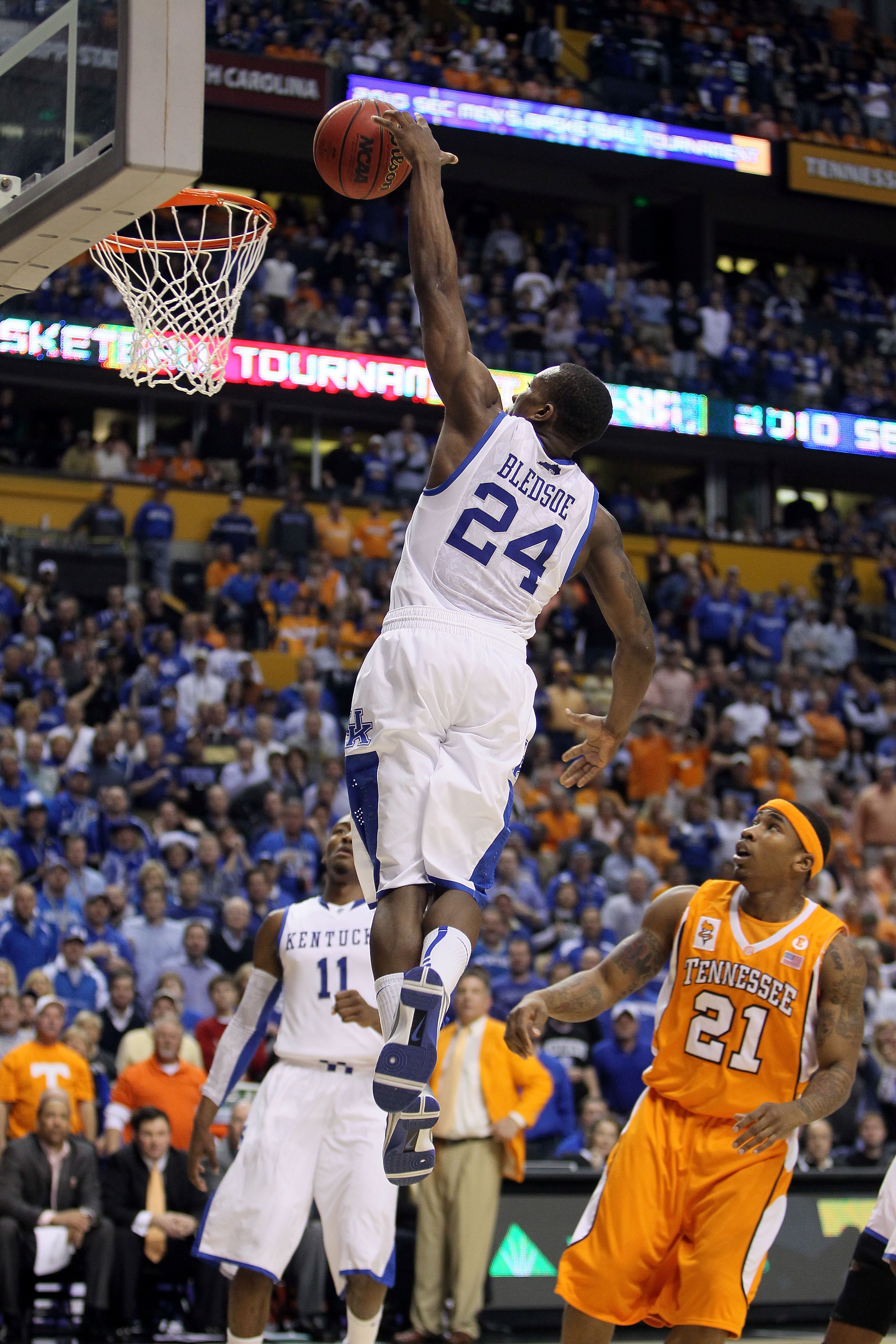 NASHVILLE, TN - MARCH 13:  Eric Bledsoe #24 of the Kentucky Wildcats dunks against the Tennessee Volunteers during the semirfinals of the SEC Men's Basketball Tournament at the Bridgestone Arena on March 13, 2010 in Nashville, Tennessee. Kentucky won 74-4