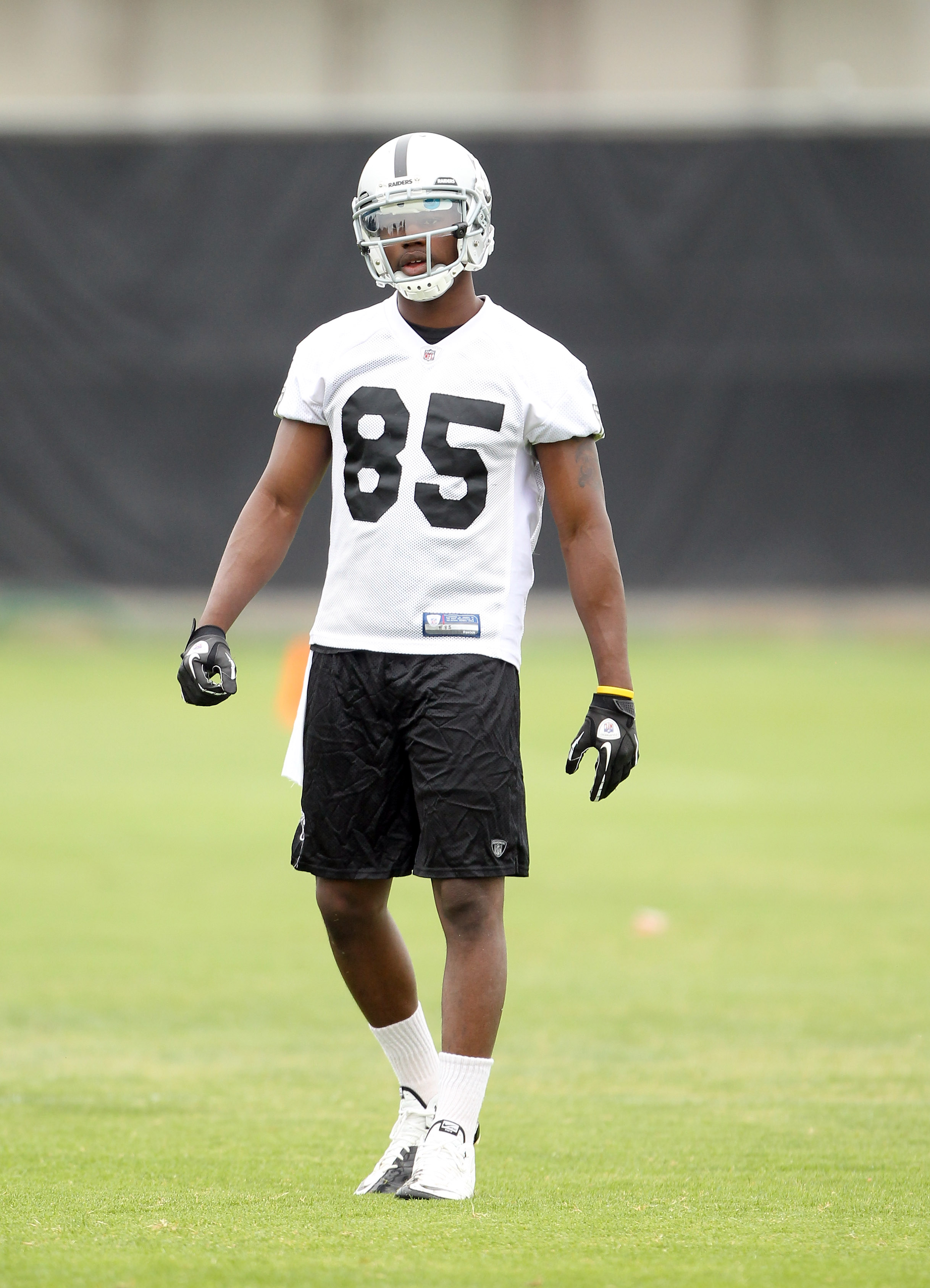 NAPA, CA - AUGUST 01:  Darrius Heyward-Bey #85 of the Oakland Raiders works out during the Raiders training camp at their Napa Valley Training Complex on August 1, 2010 in Napa, California.  (Photo by Ezra Shaw/Getty Images)