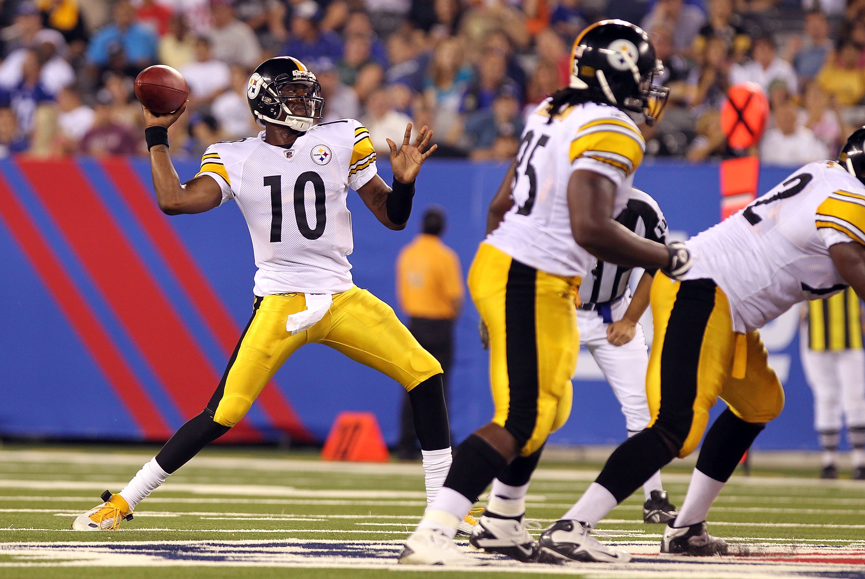 EAST RUTHERFORD, NJ - AUGUST 21:  Dennis Dixon #10 of the Pittsburgh Steelers drops back to pass against the New York Giants during their preseason game at New Meadowlands Stadium on August 21, 2010 in East Rutherford, New Jersey.  (Photo by Nick Laham/Ge