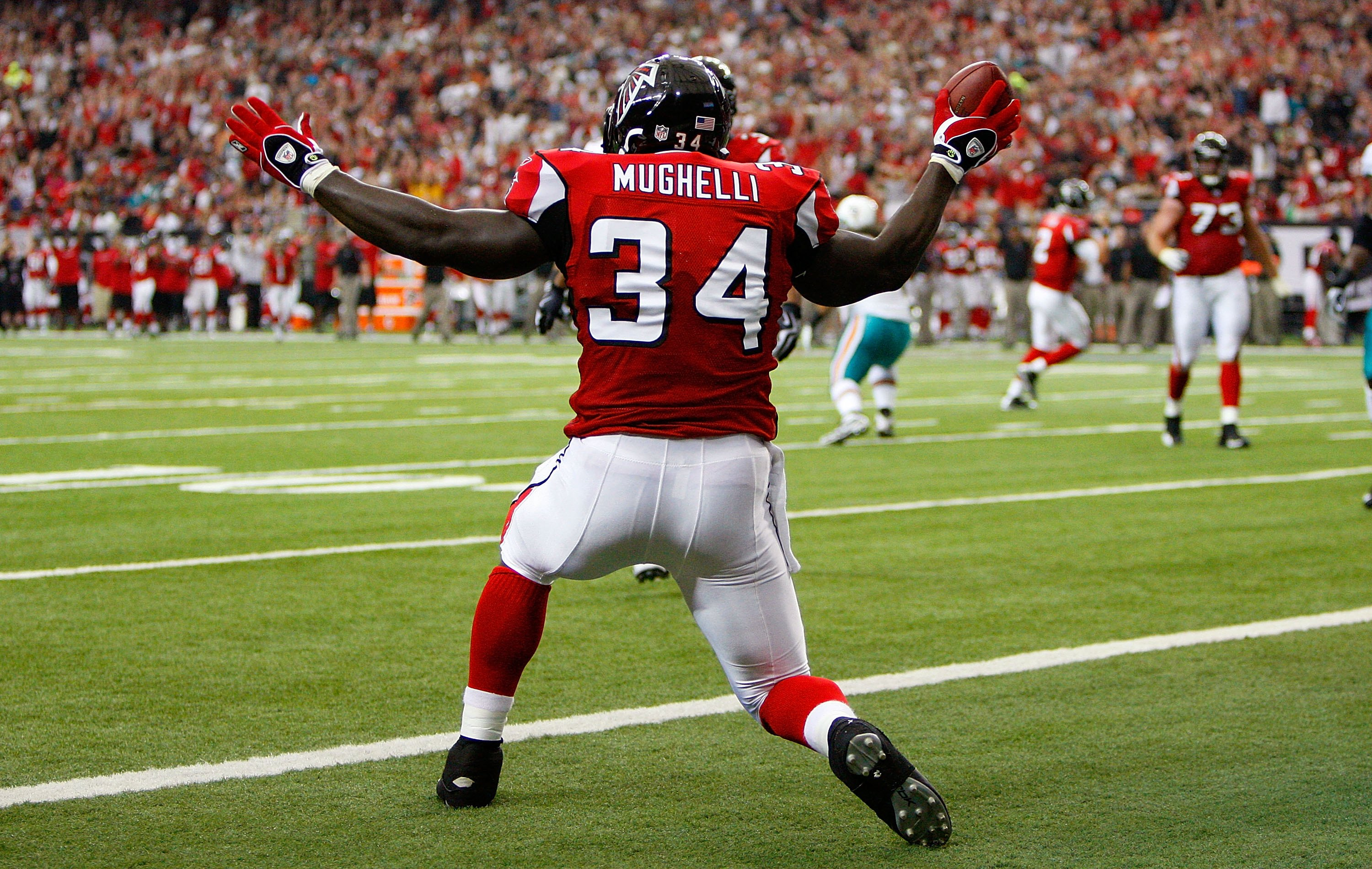 ATLANTA - SEPTEMBER 13:  Ovie Mughelli #34 of the Atlanta Falcons celebrates scoring a touchdown against the Miami Dolphins at Georgia Dome on September 13, 2009 in Atlanta, Georgia.  (Photo by Kevin C. Cox/Getty Images)