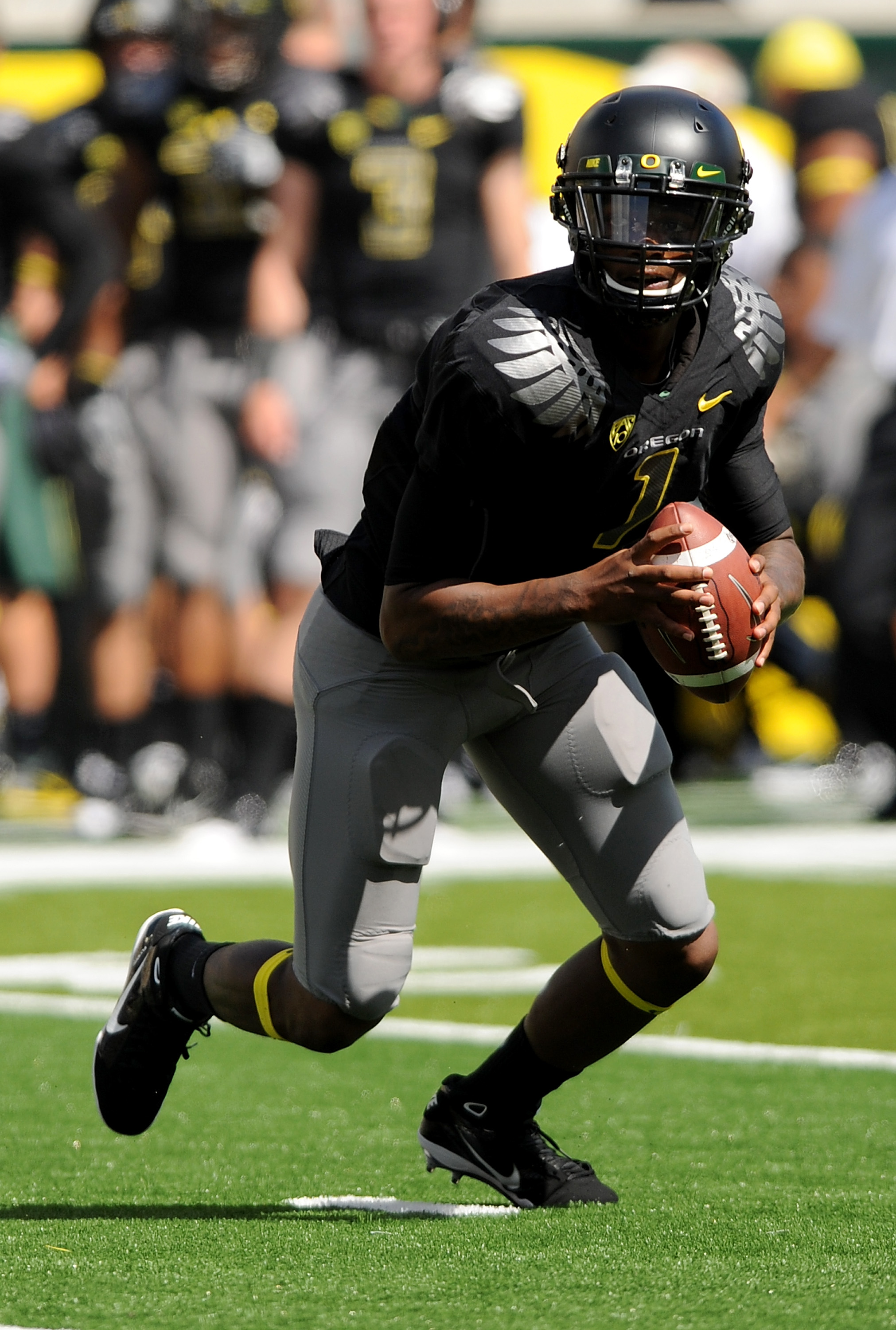 EUGENE, OR - SEPTEMBER 04:  Quarterback Darron Thomas #1 of the Oregon Ducks rolls out of the pocket in the second quarter of the game against the New Mexico Lobos at Autzen Stadium on September 4, 2010 in Eugene, Oregon. Oregon won the game 72-0. (Photo