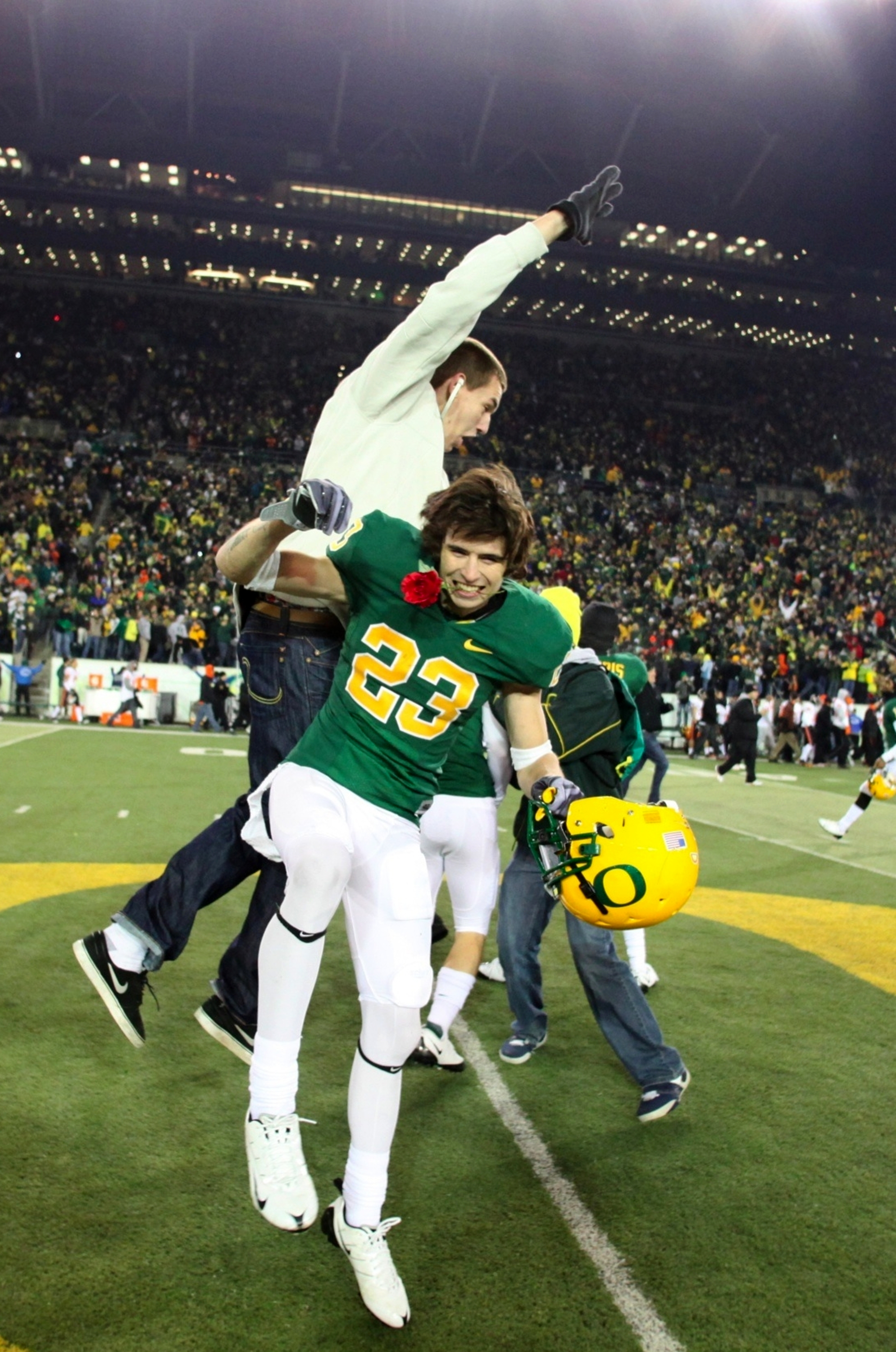 EUGENE,OR - DECEMBER 03:  Wide receiver Jeff Maehl #23 of the Oregon Ducks celebrates after defeating the Oregon State Beavers 33-37 at Autzen Stadium on December 3, 2009 in Eugene, Oregon.  (Photo by Tom Hauck/Getty Images)