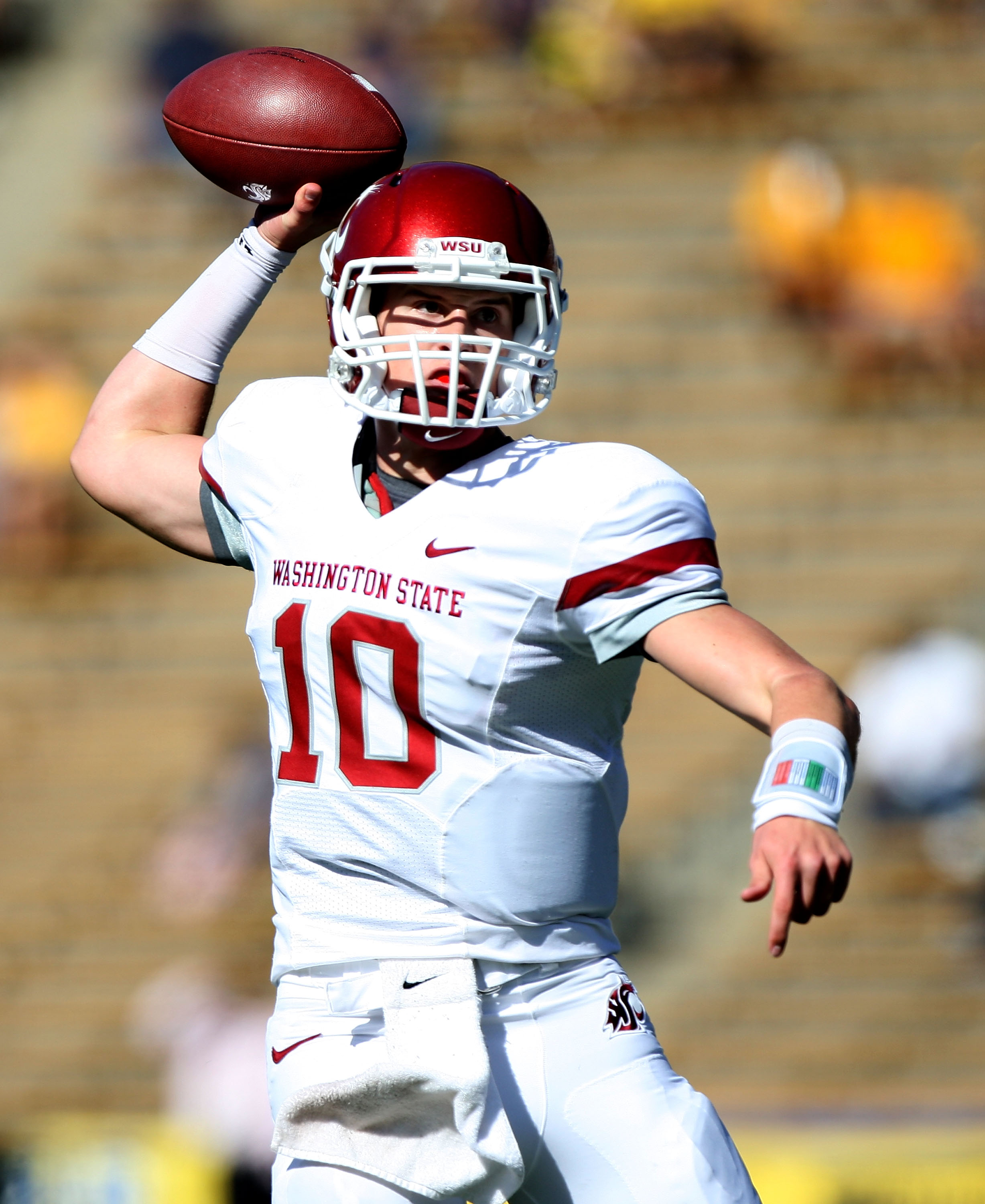 BERKELEY, CA - OCTOBER 24:  Jeff Tuel #10 of the Washington State Cougars passes against the California Golden Bears at California Memorial Stadium on October 24, 2009 in Berkeley, California.  (Photo by Jed Jacobsohn/Getty Images)