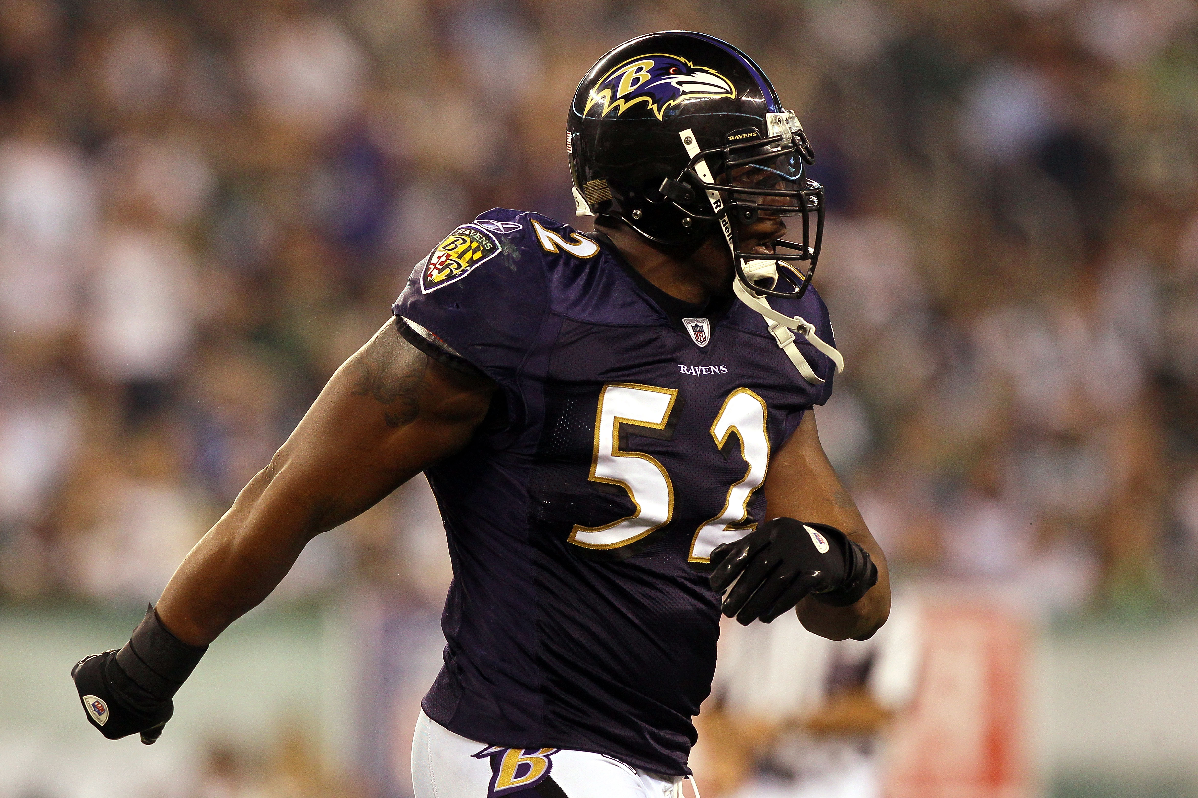 EAST RUTHERFORD, NJ - SEPTEMBER 13:  Ray Lewis #52 of the Baltimore Ravens reacts after a play against the New York Jets during their home opener at the New Meadowlands Stadium on September 13, 2010 in East Rutherford, New Jersey.  (Photo by Jim McIsaac/G