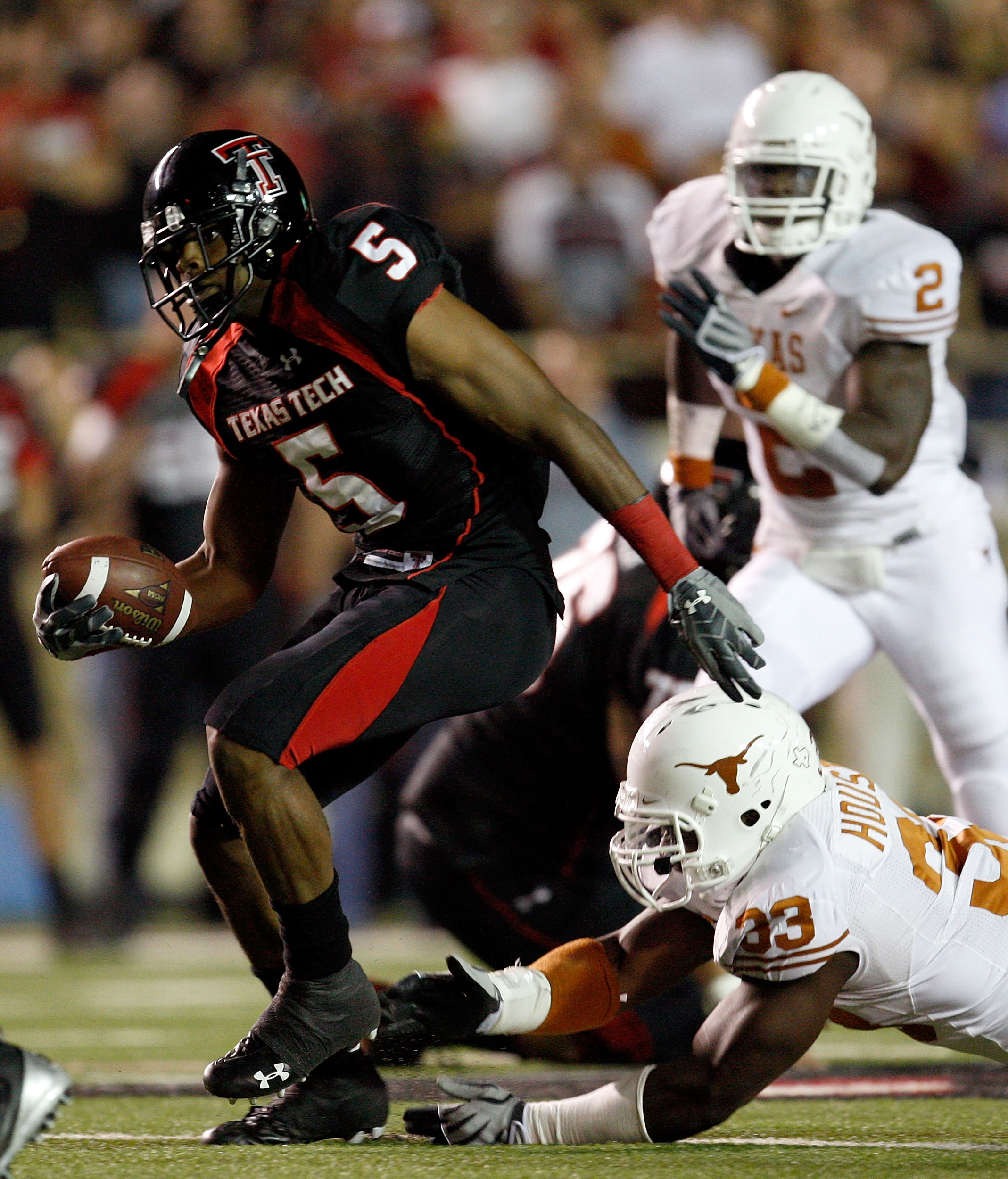 LUBBOCK, TX - NOVEMBER 01:  Michael Crabtree #5 of the Texas Tech Red Raiders carries the ball after making a reception during the first half of the game against the Texas Longhorns on November 1, 2008 at Jones Stadium in Lubbock, Texas.  (Photo by Jamie