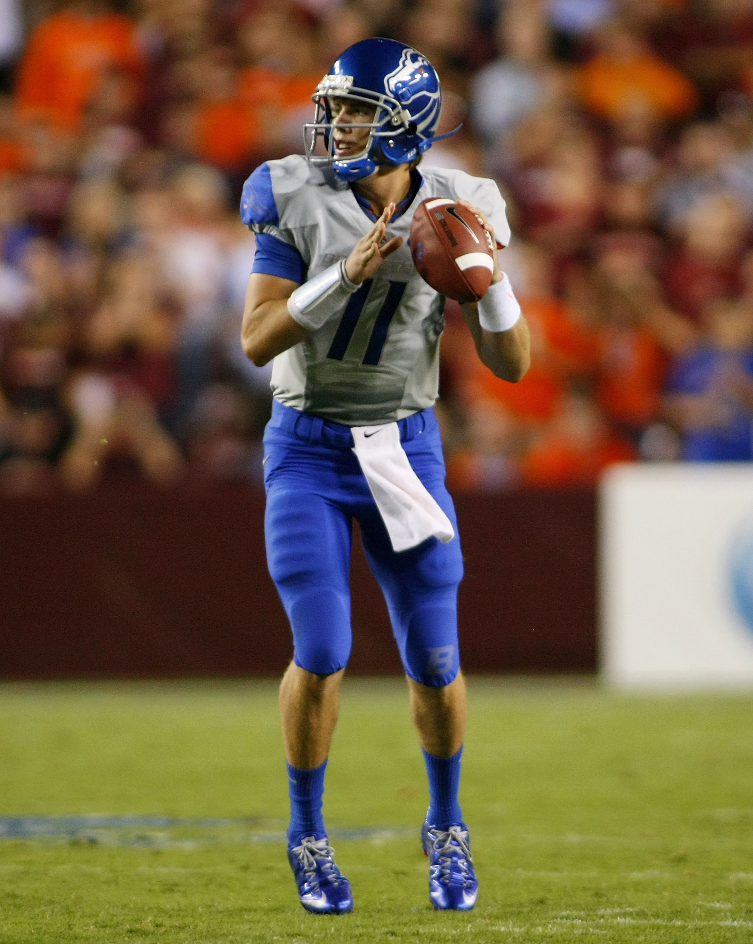 LANDOVER, MD - SEPTEMBER 06:  Quarterback Kellen Moore #11 of the Boise State Broncos looks to pass against the Virginia Tech Hokies at FedExField on September 6, 2010 in Landover, Maryland.  (Photo by Geoff Burke/Getty Images)