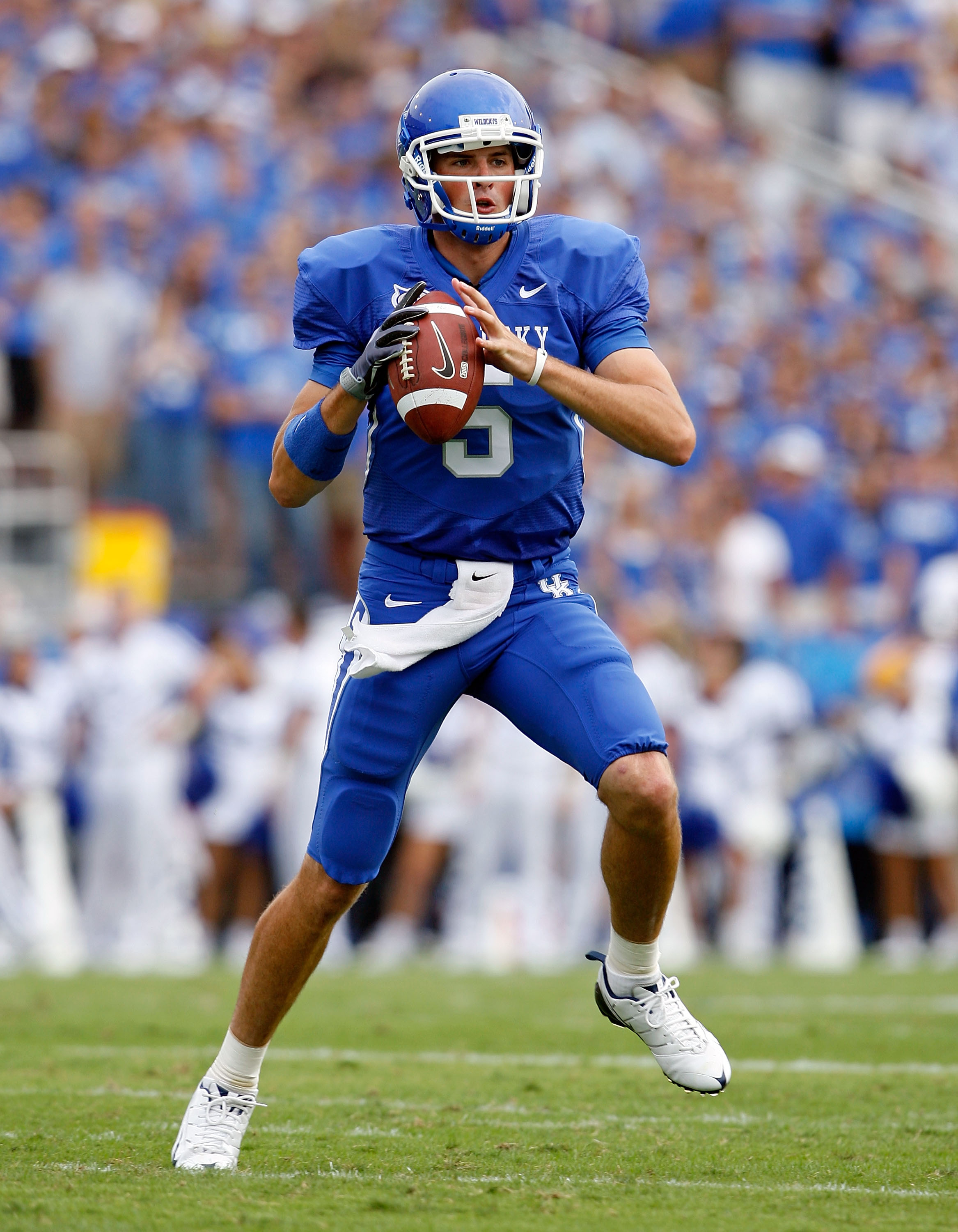 LEXINGTON, KY - SEPTEMBER 19:  Mike Hartline #5 of the Kentucky Wildcats throws a pass during the game against the Louisville Cardinals at Commonwealth Stadium on September 19, 2009 in Lexington, Kentucky.  (Photo by Andy Lyons/Getty Images)