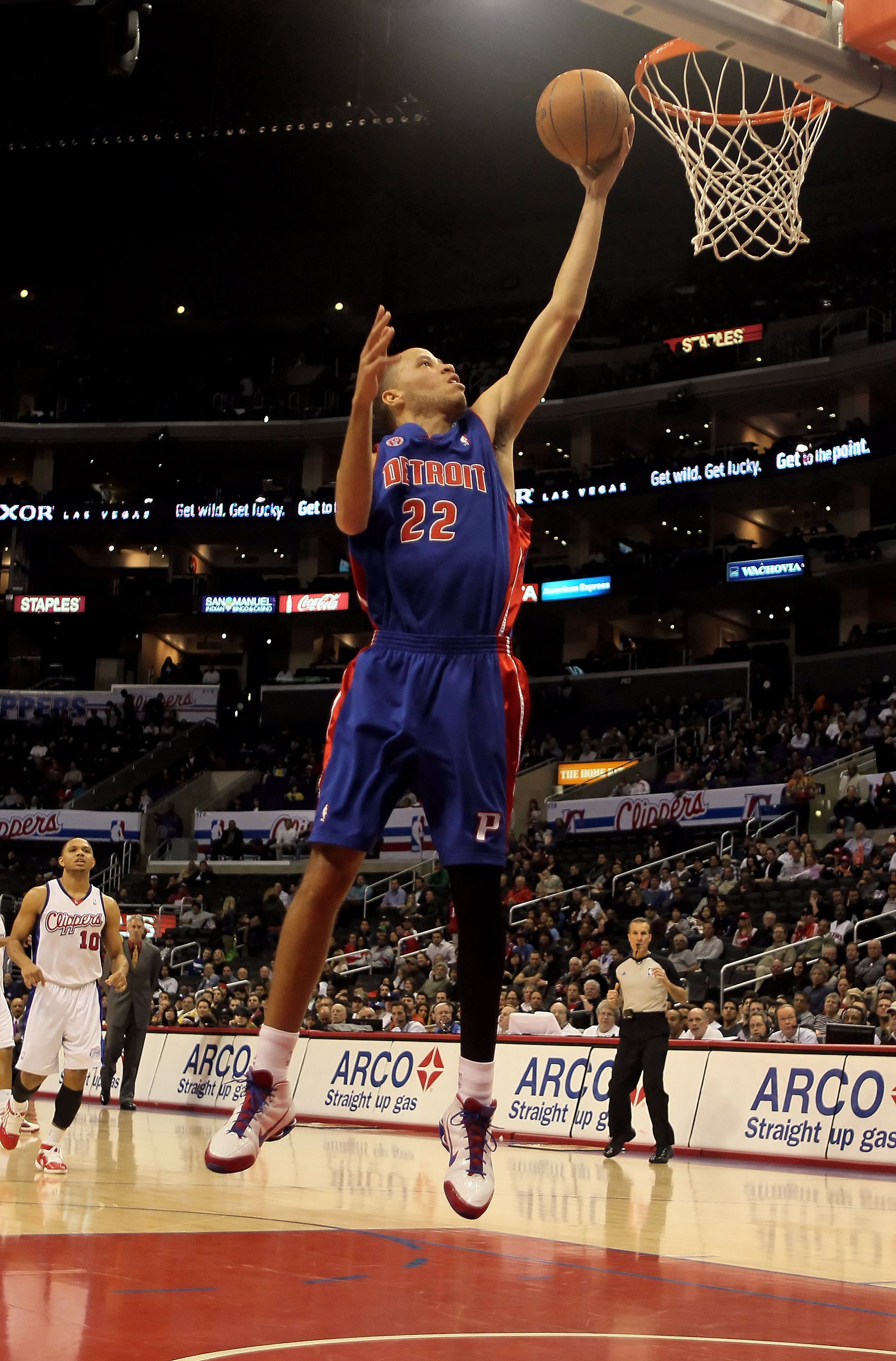 LOS ANGELES, CA - FEBRUARY 24:  Tayshaun Prince #22 of the Detroit Pistons drives to the basket for a layup against the Los Angeles Clippers during the first half at Staples Center on February 24, 2010 in Los Angeles, California. NOTE TO USER: User expres
