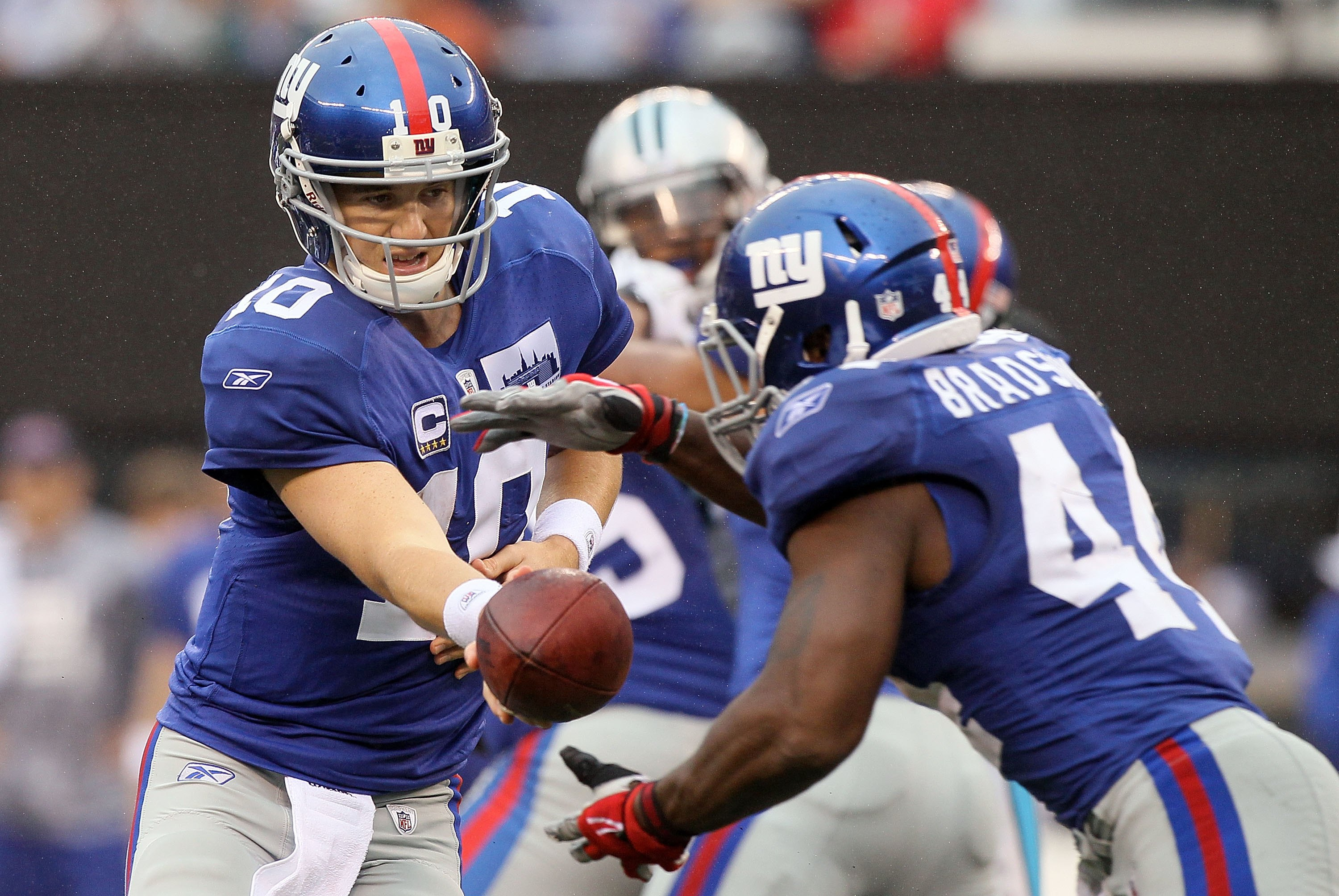 EAST RUTHERFORD, NJ - SEPTEMBER 12:  Eli Manning #10 of the New York Giants hands the ball to Ahmad Bradshaw #44 during their game against  the Carolina Panthers on September 12, 2010 at the New Meadowlands Stadium in East Rutherford, New Jersey. The Gian