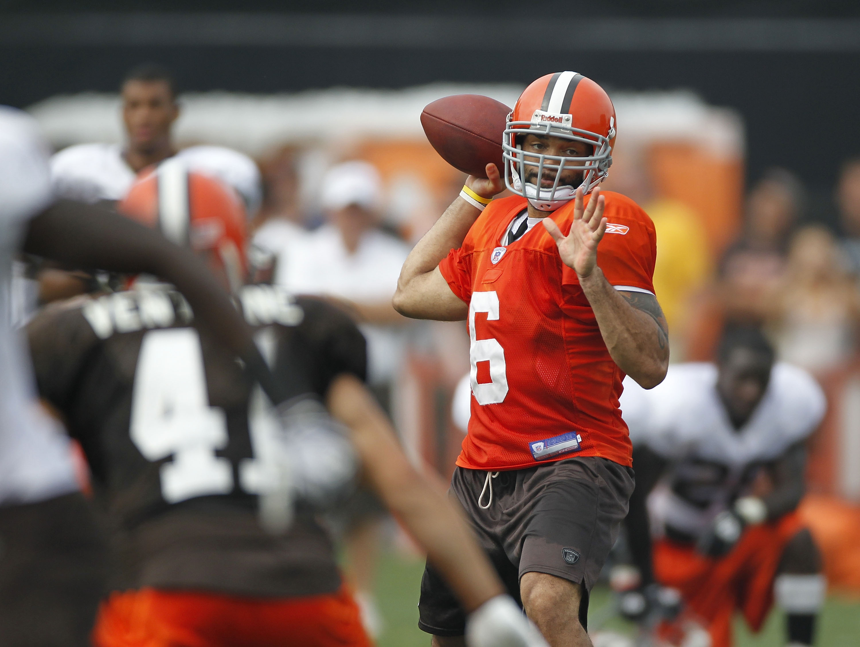 BEREA, OH - AUGUST 04:  Seneca Wallace #6 of the Cleveland Browns gets ready to throw a pass during training camp at the Cleveland Browns Training and Administrative Complex on August 4, 2010 in Berea, Ohio.  (Photo by Gregory Shamus/Getty Images)