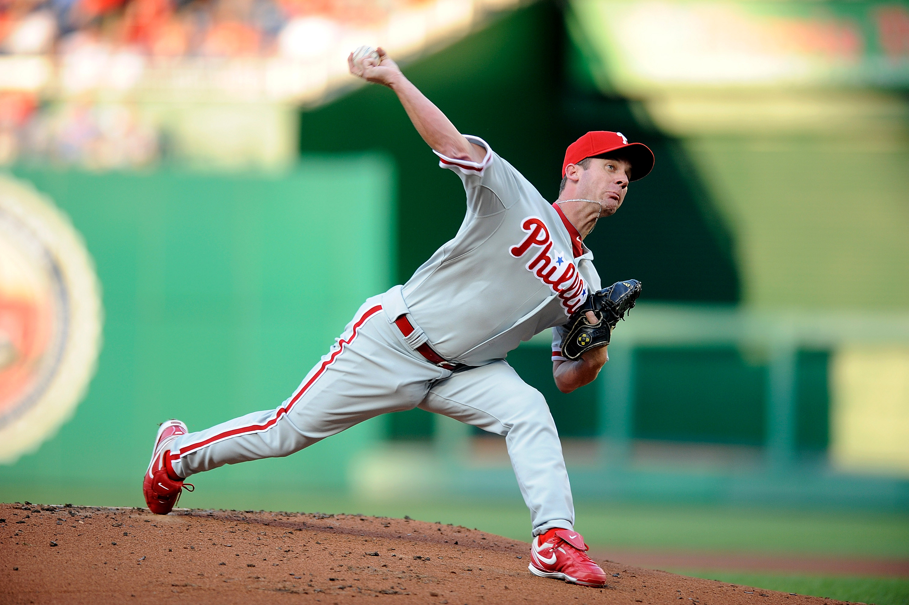 WASHINGTON - JULY 30:  Roy Oswalt #44 of the Philadelphia Phillies pitches against the Washington Nationals at Nationals Park on July 30, 2010 in Washington, DC.  (Photo by Greg Fiume/Getty Images)