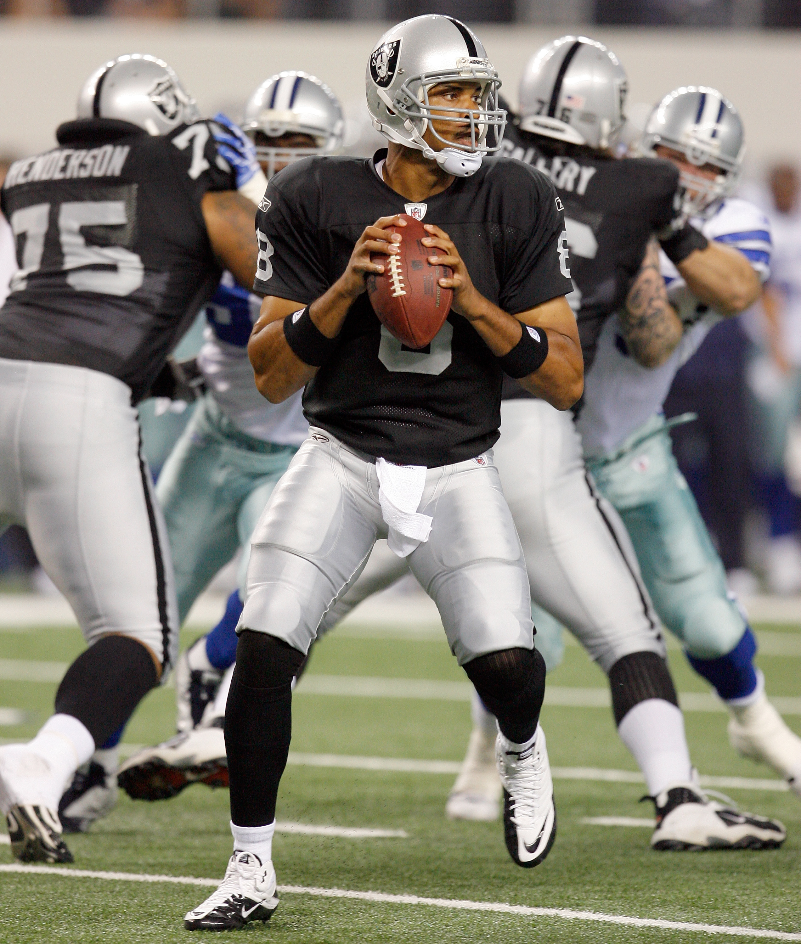ARLINGTON, TX - AUGUST 12:  Jason Campbell #18 looks to pass in the preseason game againsts the Dallas Cowboys at Dallas Cowboys Stadium on August 12, 2010 in Arlington, Texas.  (Photo by Tom Pennington/Getty Images)