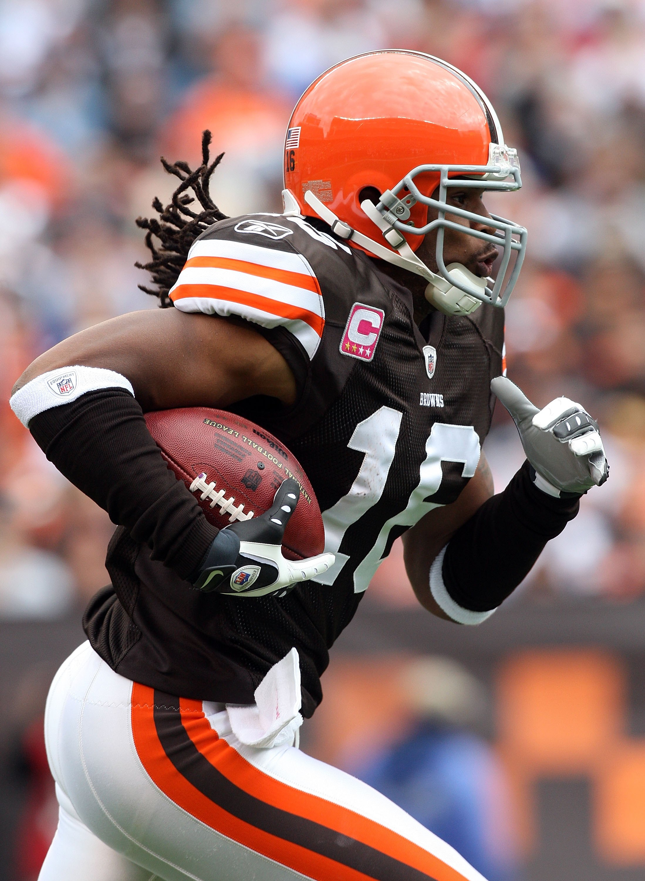 CLEVELAND - OCTOBER 04:  Joshua Cribbs #16 of the Cleveland Browns runs the ball against the Cincinnati Bengals during their game at Cleveland Browns Stadium on October 4, 2009 in Cleveland, Ohio. The Bengals defeated the Browns 23-20 in overtime.  (Photo