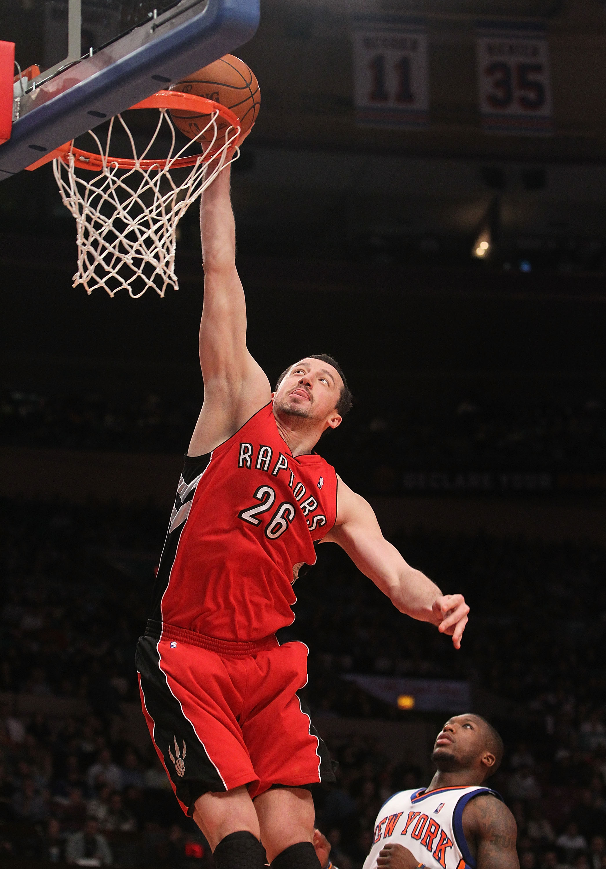 NEW YORK - JANUARY 28:  Hedo Turkoglu #26 of the Toronto Raptors dunks the ball up against the New York Knicks at Madison Square Garden on January 28, 2010 in New York, New York. NOTE TO USER: User expressly acknowledges and agrees that, by downloading an