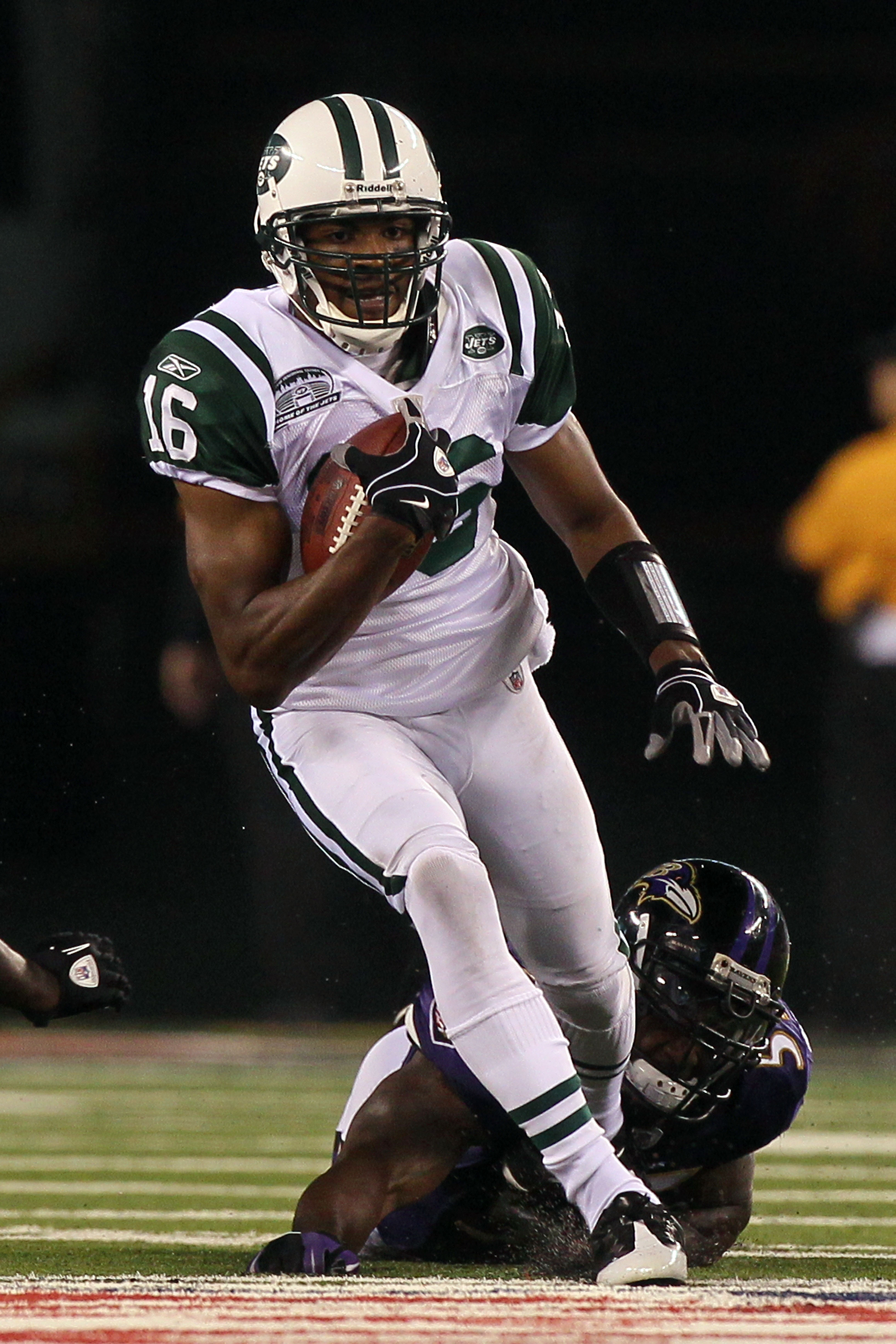 EAST RUTHERFORD, NJ - SEPTEMBER 13:  Brad Smith #16 of the New York Jets runs against the Baltimore Ravens during their home opener at the New Meadowlands Stadium on September 13, 2010 in East Rutherford, New Jersey.  (Photo by Jim McIsaac/Getty Images)
