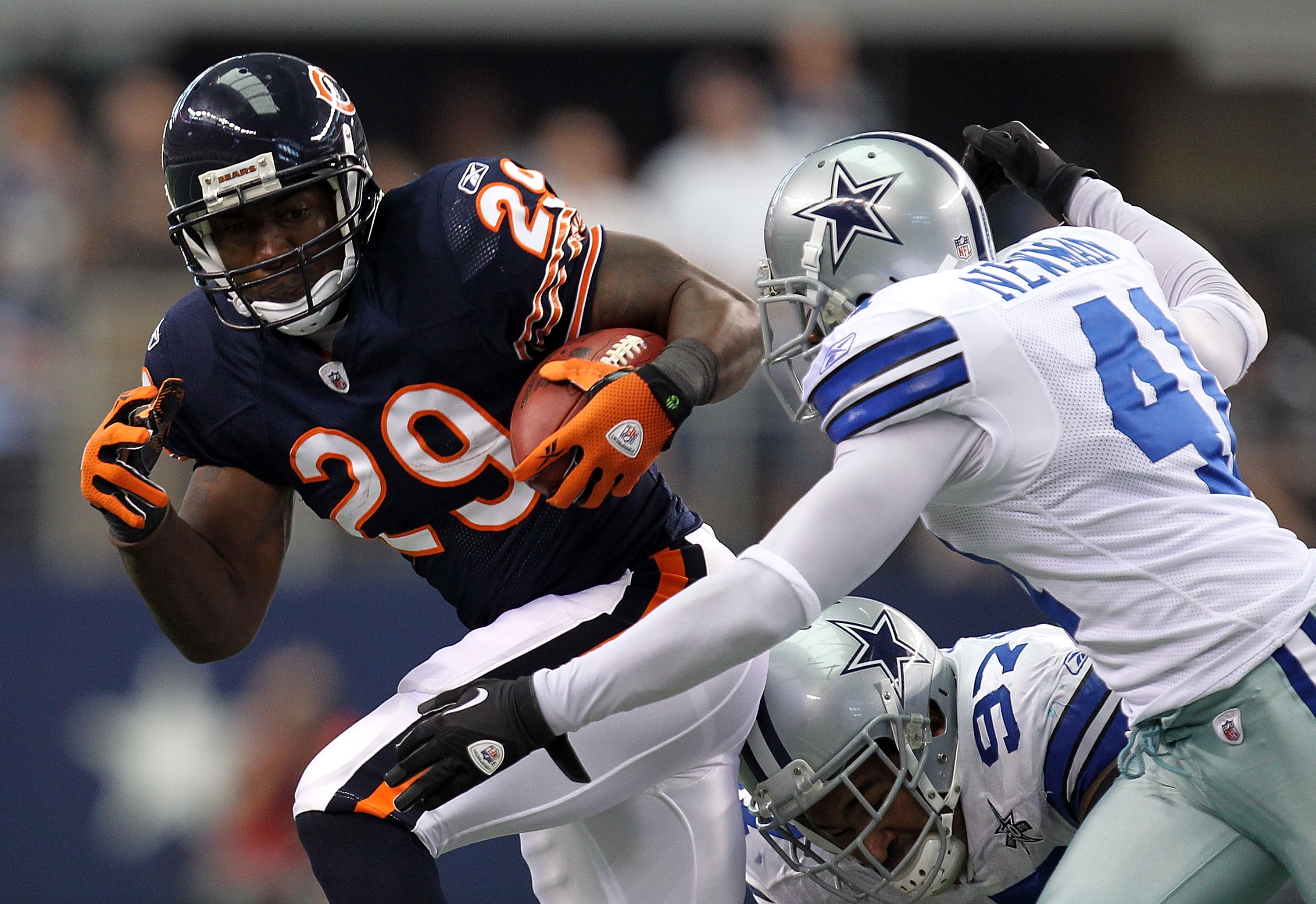 ARLINGTON, TX - SEPTEMBER 19:  Running back Chester Taylor #29 of the Chicago Bears runs the ball past Terence Newman #41 of the Dallas Cowboys at Cowboys Stadium on September 19, 2010 in Arlington, Texas.  (Photo by Ronald Martinez/Getty Images)