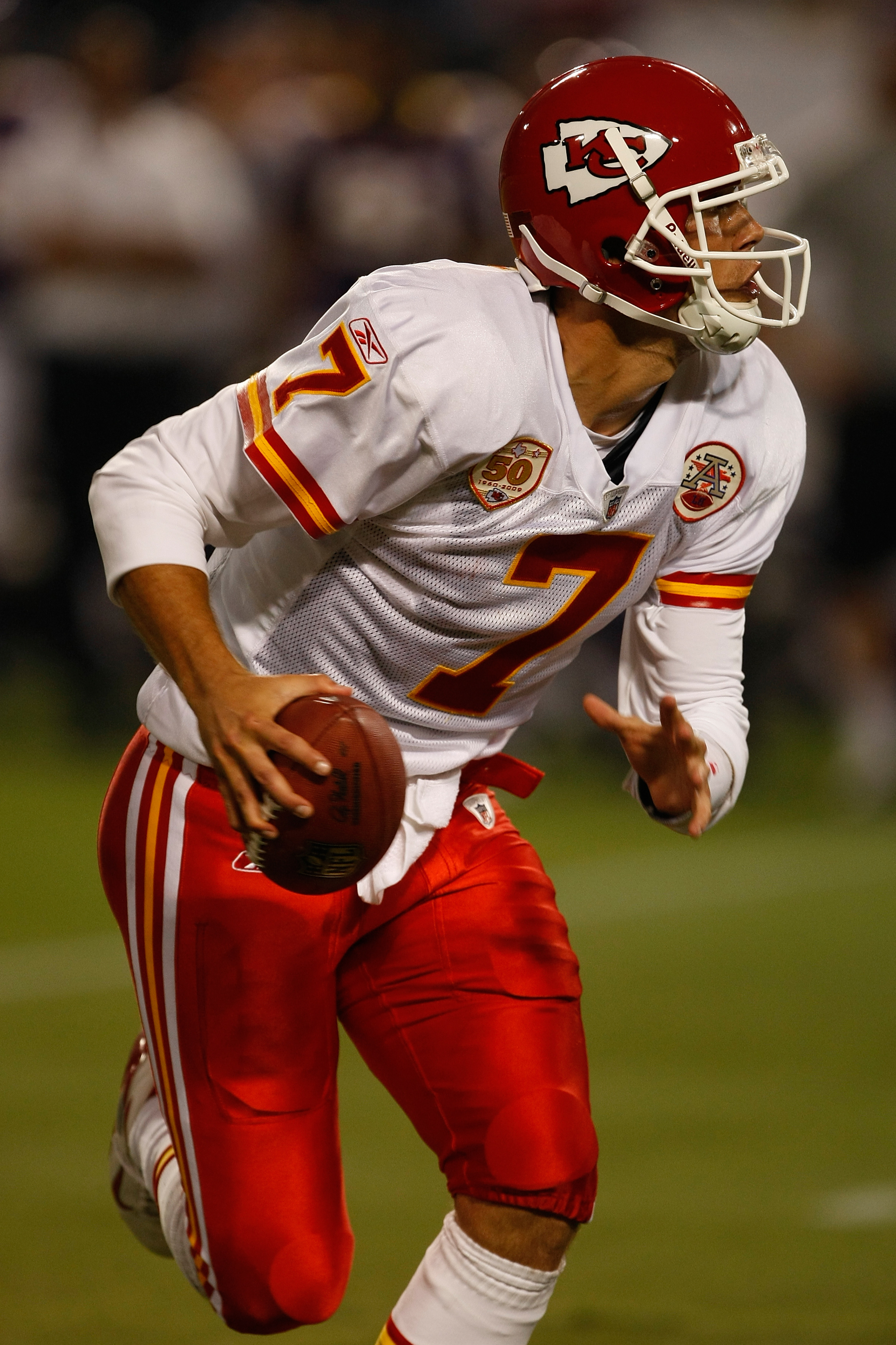 MINNEAPOLIS, MN - AUGUST 21: Quarterback Matt Cassell #7 of the Kansas City Chiefs runs with the football against the Minnesota Vikings at Hubert H. Humphrey Metrodome on August 21, 2009 in Minneapolis, Minnesota. The Vikings defeated the Chiefs 17-13. (P