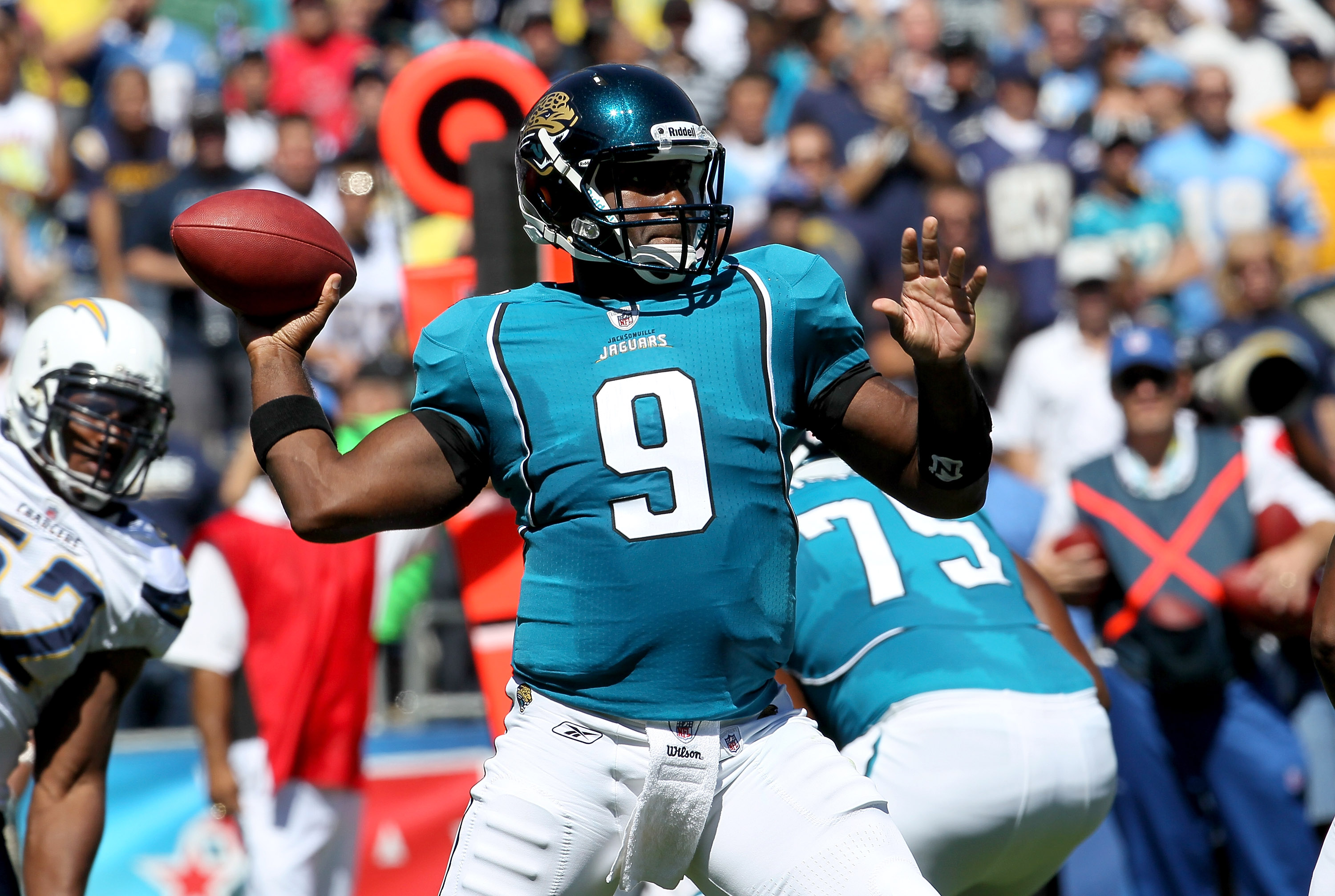 SAN DIEGO - SEPTEMBER 19: Qjuarterback David Garrard #9 of the Jacksonville Jaguars throws a pass against the San Diego Chargers at Qualcomm Stadium on September 19, 2010 in San Diego, California. (Photo by Stephen Dunn/Getty Images)