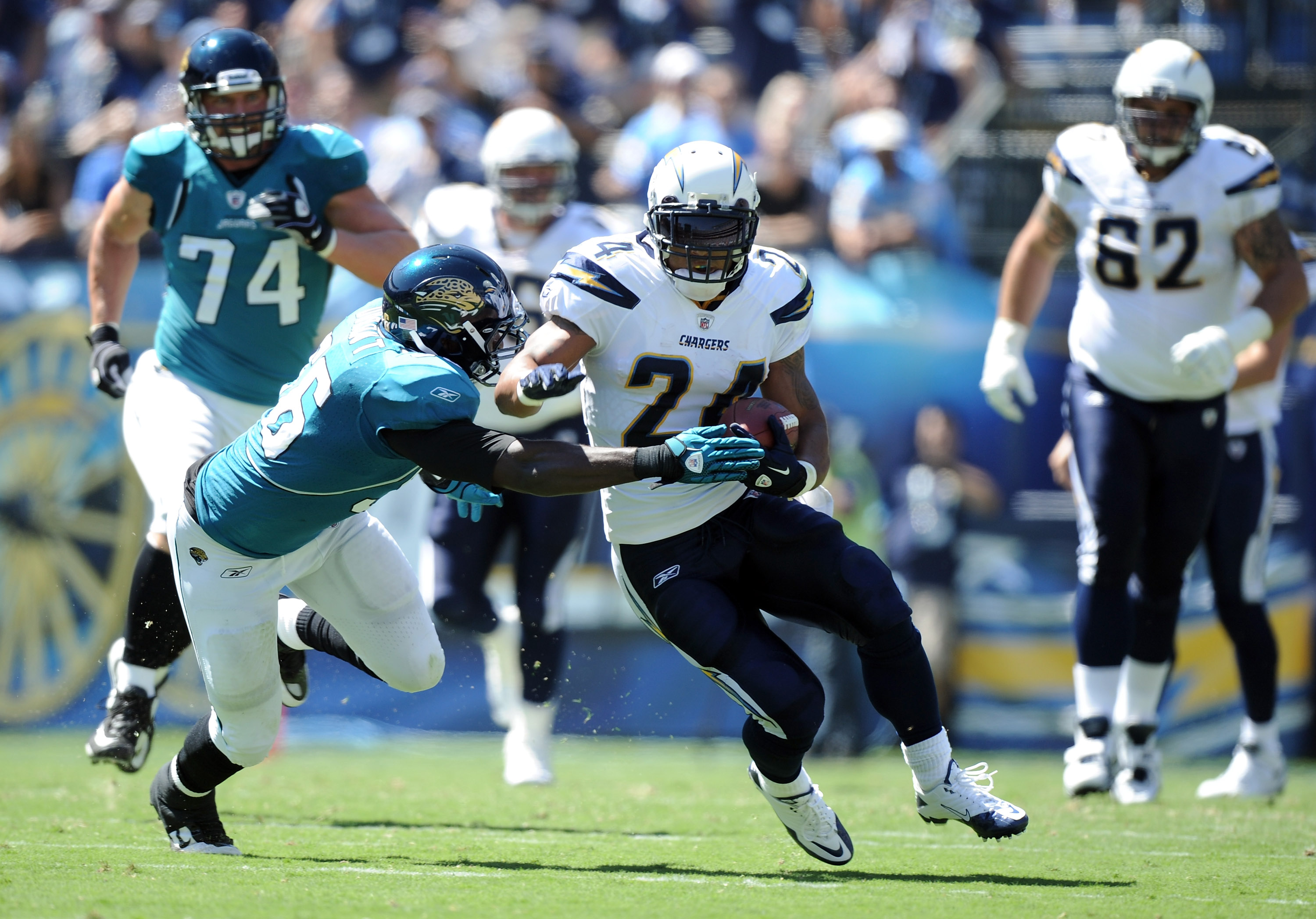 SAN DIEGO - SEPTEMBER 19:  Ryan Mathews #24 of the San Diego Chargers rushes past Justin Durant #56 of the Jacksonville Jaguars during the first quarter at Qualcomm Stadium on September 19, 2010 in San Diego, California. The Chargers won 38-13. (Photo by