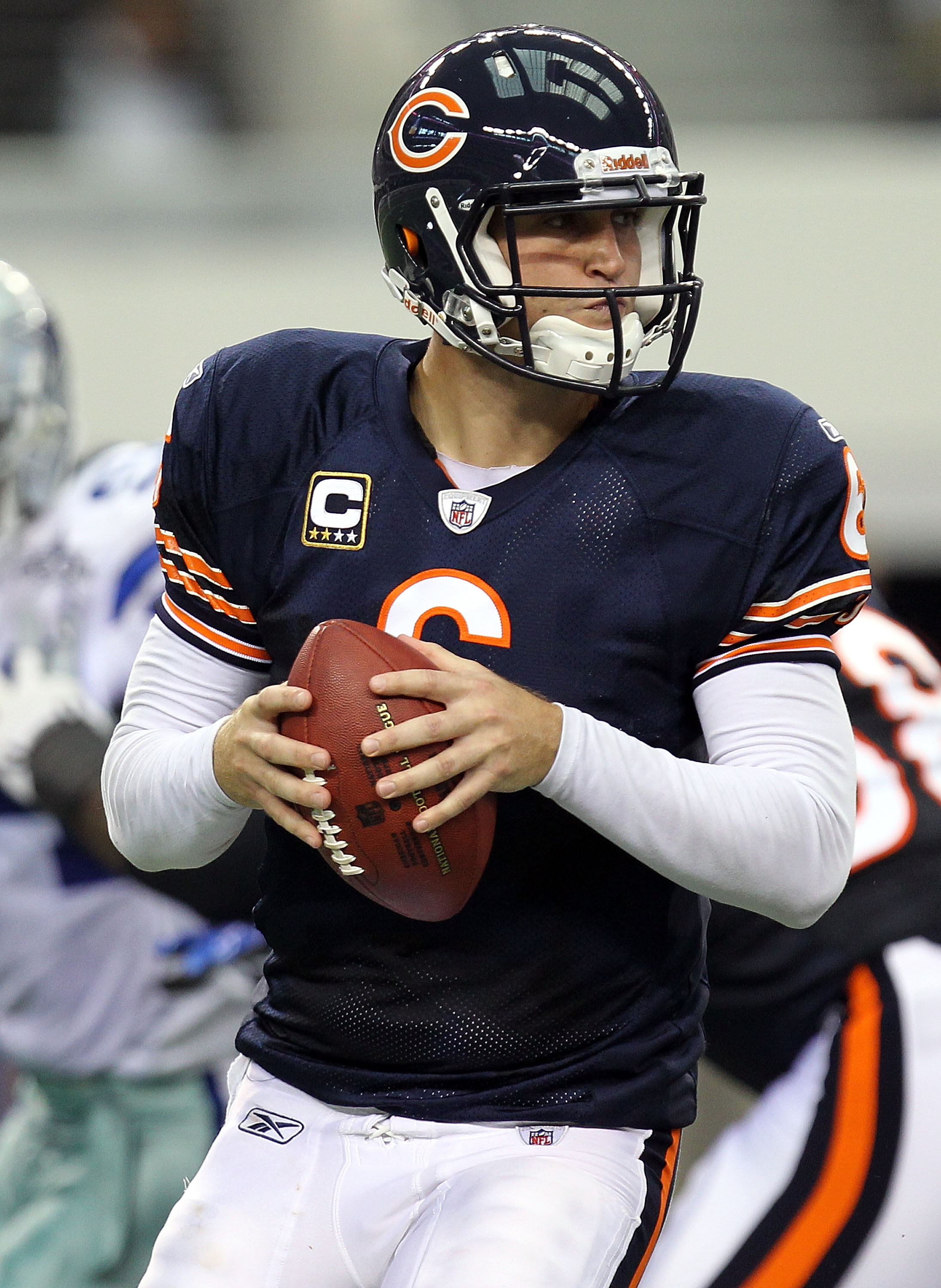 ARLINGTON, TX - SEPTEMBER 19:  Quarterback Jay Cutler #6 of the Chicago Bears looks to pass against the Dallas Cowboys at Cowboys Stadium on September 19, 2010 in Arlington, Texas.  (Photo by Ronald Martinez/Getty Images)
