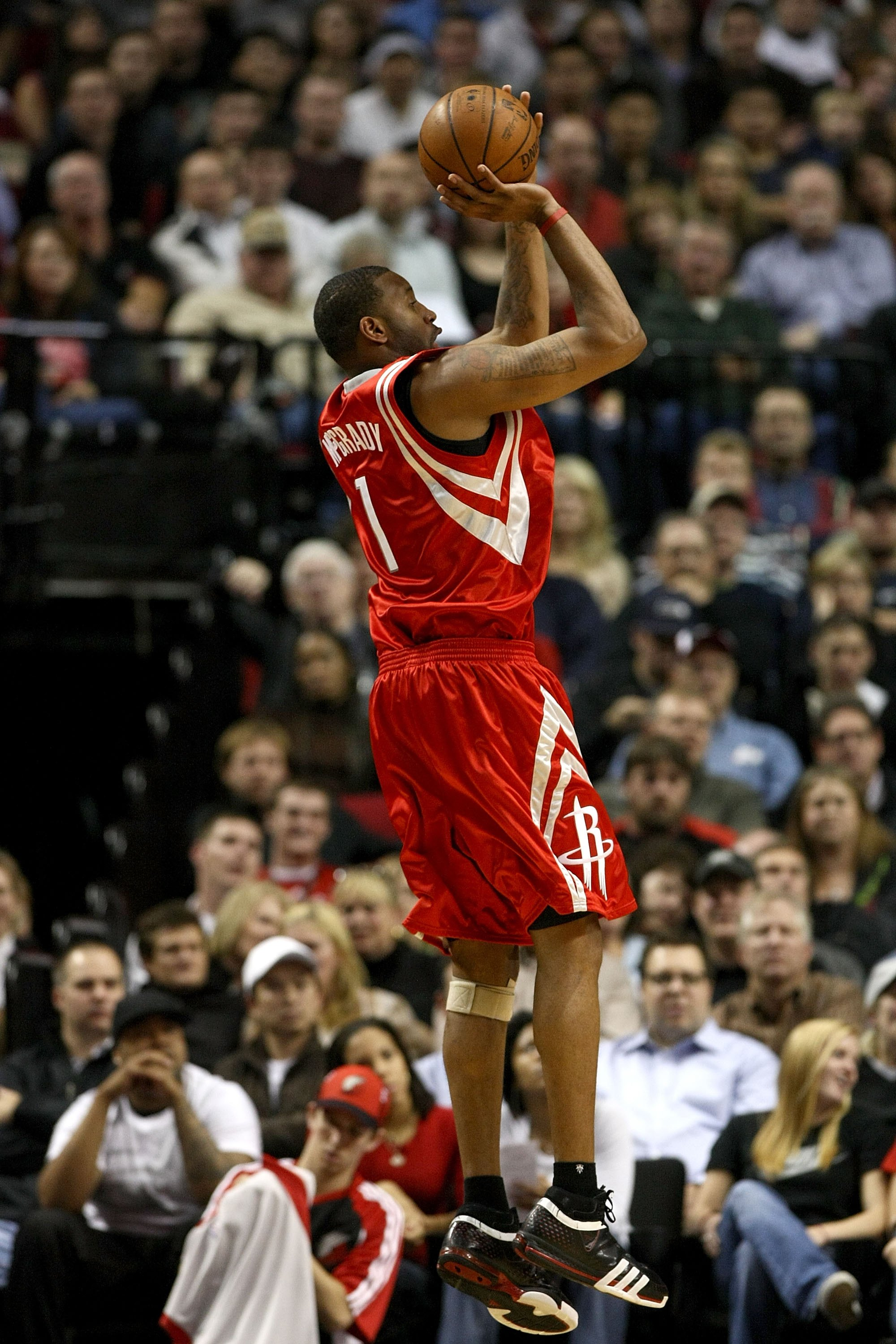 PORTLAND, OR - NOVEMBER 06:  Tracy McGrady #1 of the Houston Rockets shoots during the game against the Portland Trail Blazers at the Rose Garden on November 6, 2008 in Portland, Oregon.  NOTE TO USER: User expressly acknowledges and agrees that, by downl