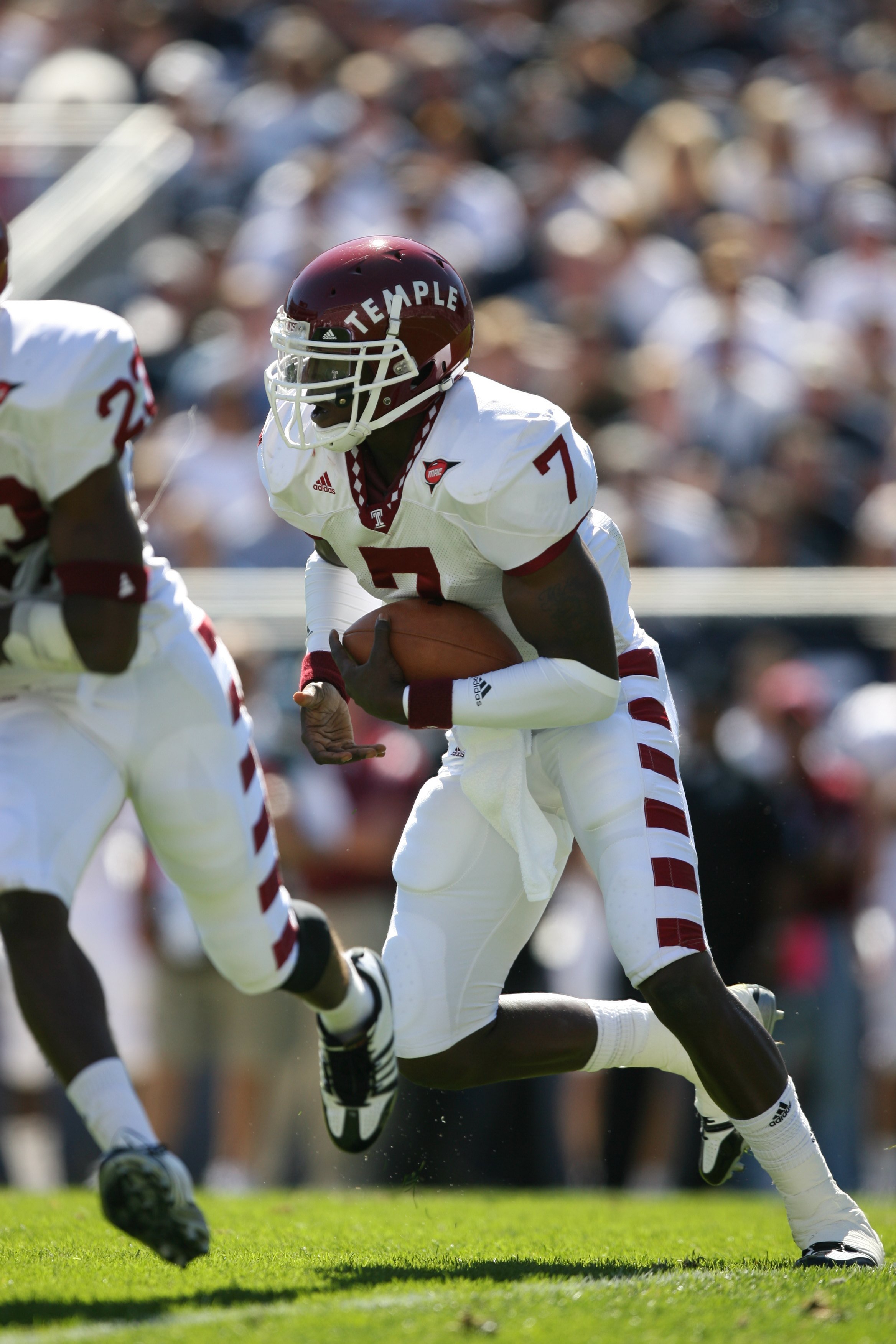 STATE COLLEGE, PA - SEPTEMBER 19: Quarterback Chester Stewart #7 of the Temple Owls runs with the ball during a game against the Penn State Nittany Lions on September 19, 2009 at Beaver Stadium in State College, Pennsylvania. (Photo by Hunter Martin/Getty