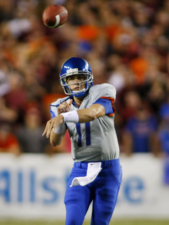 Kellen Moore throwing a pass against Virginia Tech