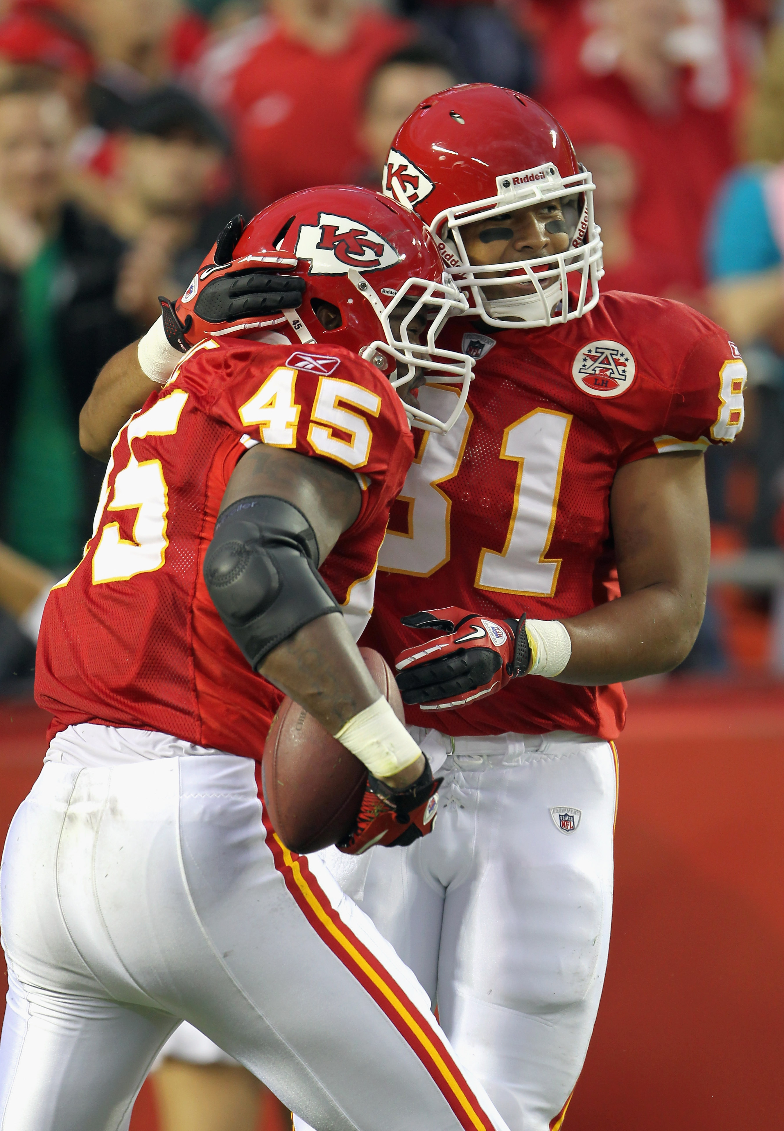 KANSAS CITY, MO - SEPTEMBER 02:  Receiver Tony Moeaki #81 of the Kansas City Chiefs congratulates Leonard Pope #45 after Pope caught a pass for a touchdown during the game against the Green Bay Packers on September 2, 2010 at Arrowhead Stadium in Kansas C