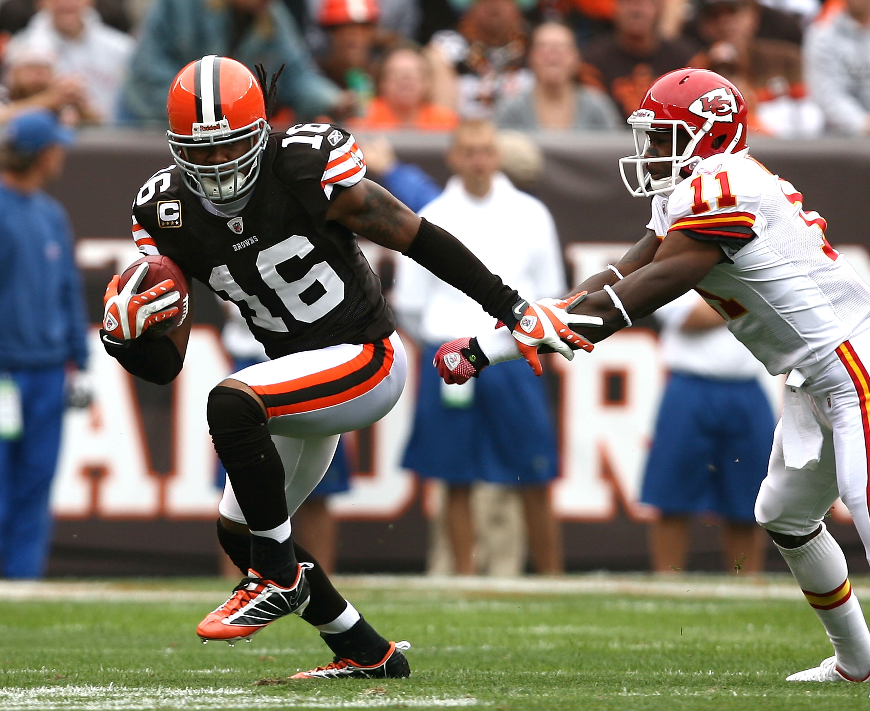 CLEVELAND - SEPTEMBER 19:  Wide receiver Joshua Cribbs #16 of the Cleveland Browns runs by wide receiver Jeremy Horne #11 of the Kansas City Chiefs at Cleveland Browns Stadium on September 19, 2010 in Cleveland, Ohio.  (Photo by Matt Sullivan/Getty Images